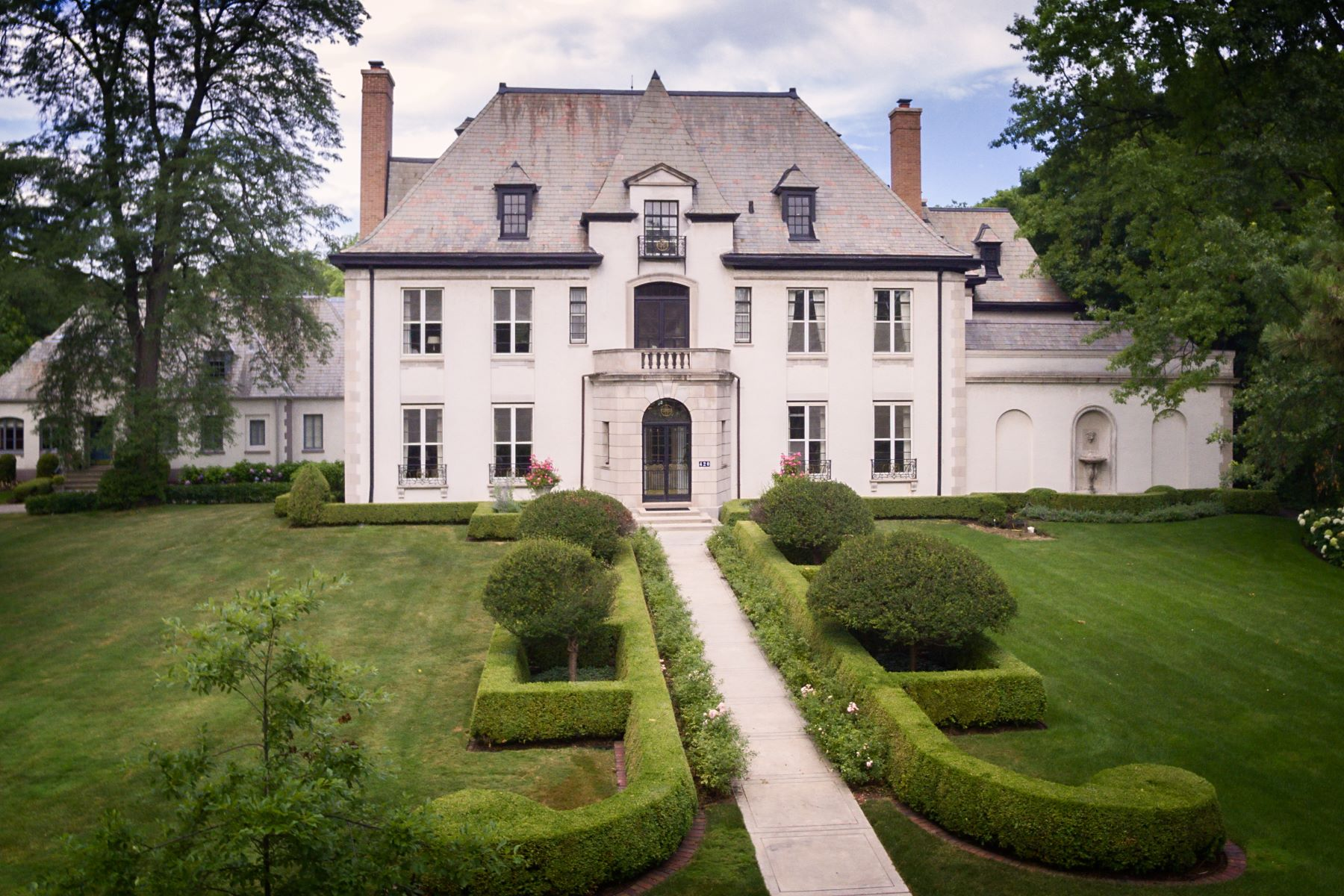 Single Family Home for Sale at Think Parisian chic 420 S Park Avenue Hinsdale, Illinois 60521 United States
