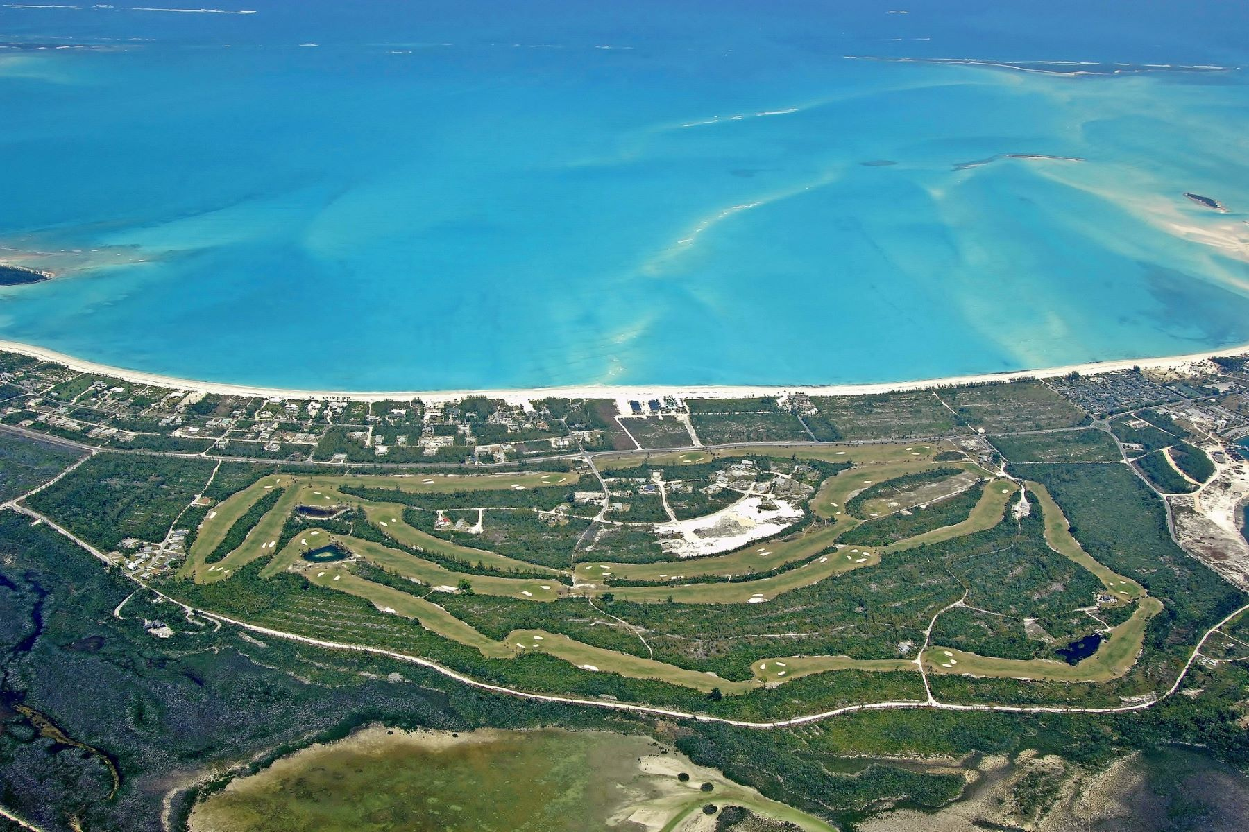 Additional photo for property listing at Golf Course Home Treasure Cay, Abaco Bahamas