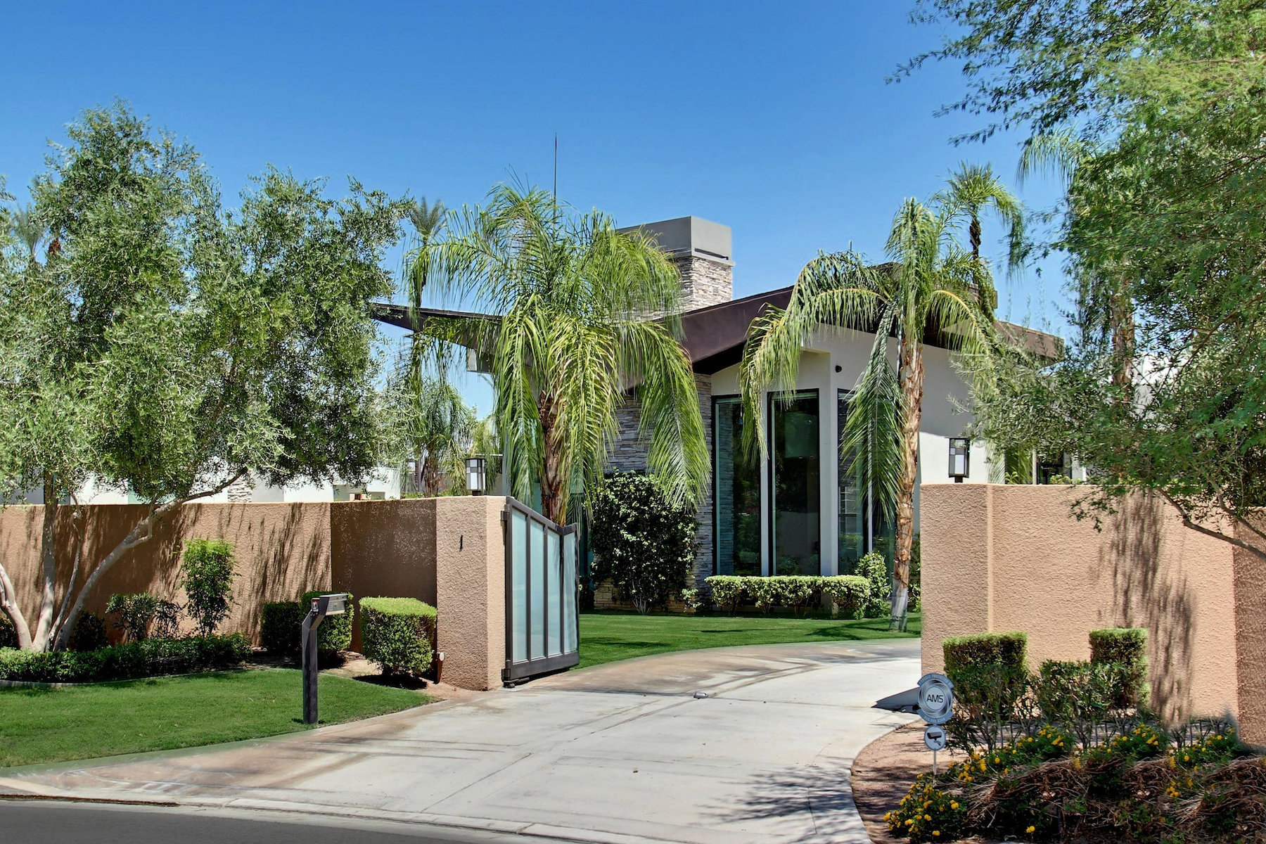 Single Family Homes for Active at 1 Belleza Court Rancho Mirage, California 92270 United States