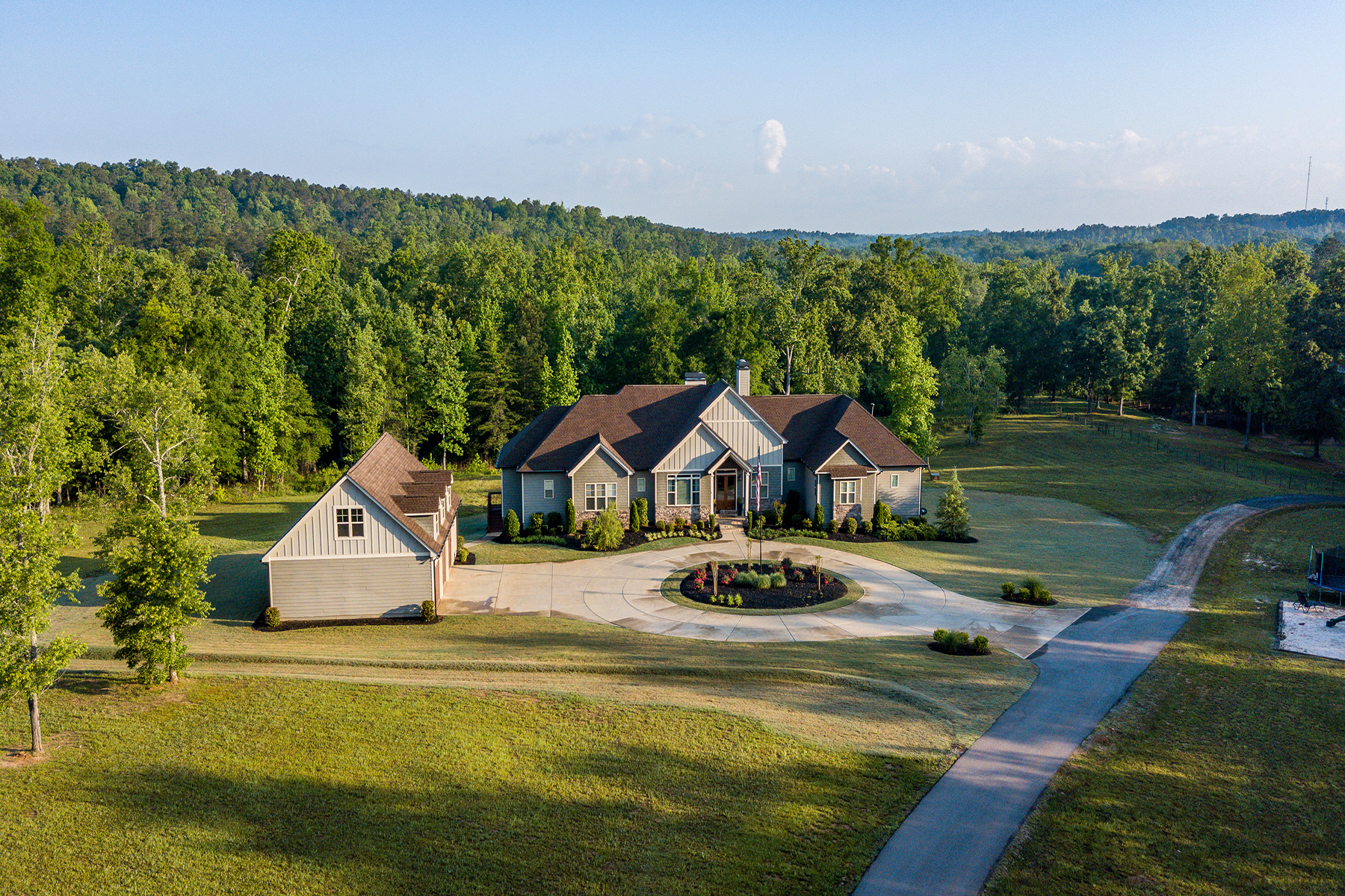 Custom Ranch On over 77 Acres of Well Kept Timberland and Trails! 421 Walthall Rd Jackson, Georgia 30233 Estados Unidos