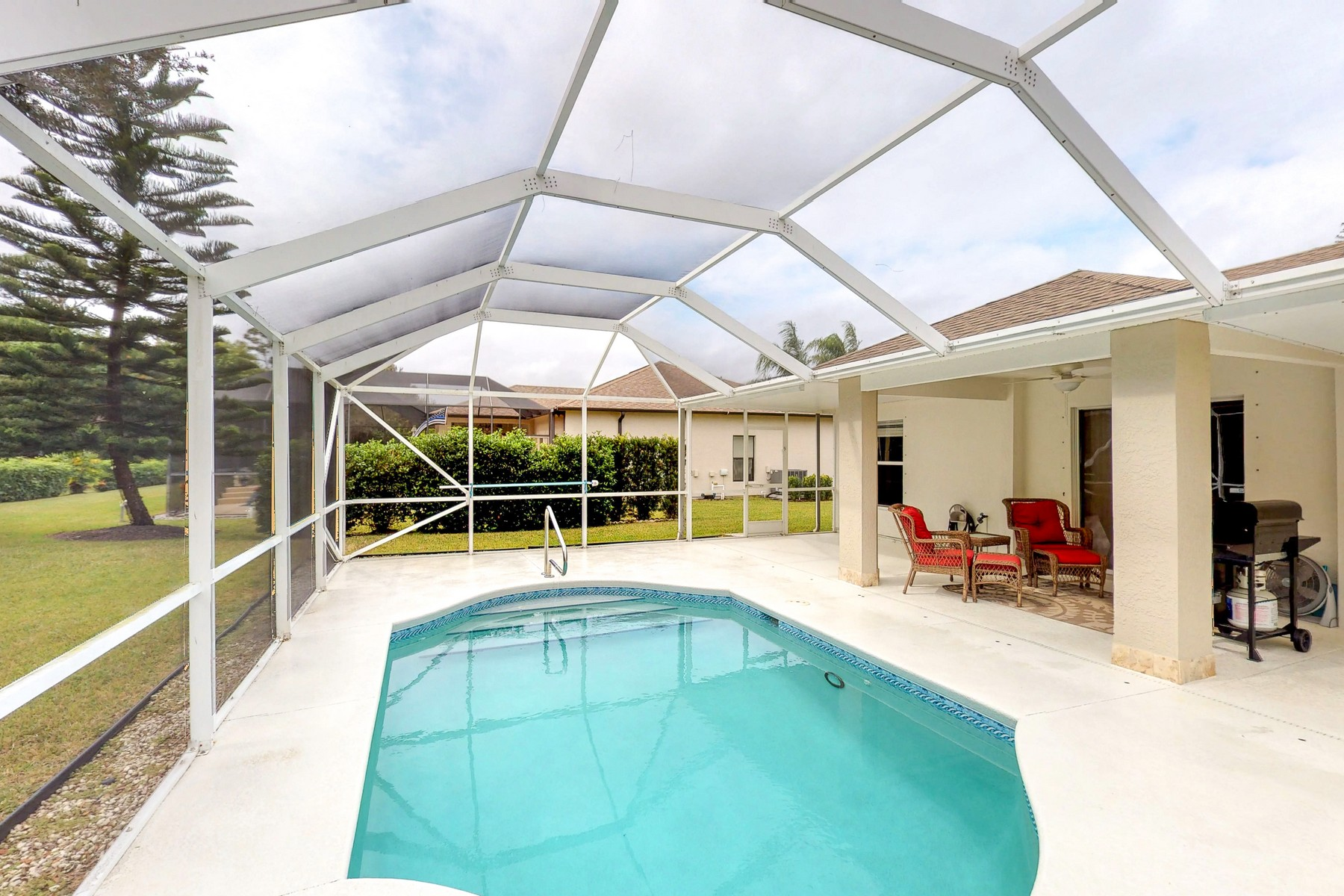 Single Family Home for Sale at Contemporary, Pool, Low HOA, Privacy! 3673 2nd Place SW Vero Beach, Florida 32968 United States