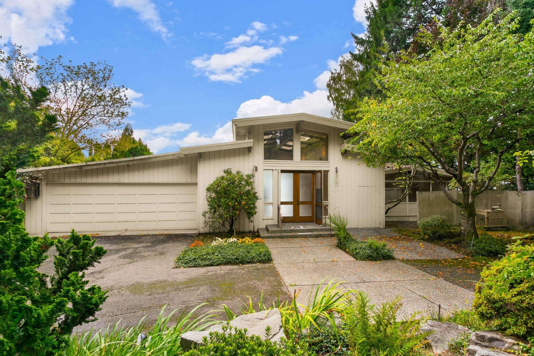 Additional photo for property listing at Medina's Gold Coast 7935 Overlake Dr. W, Medina, 워싱톤 98039 미국