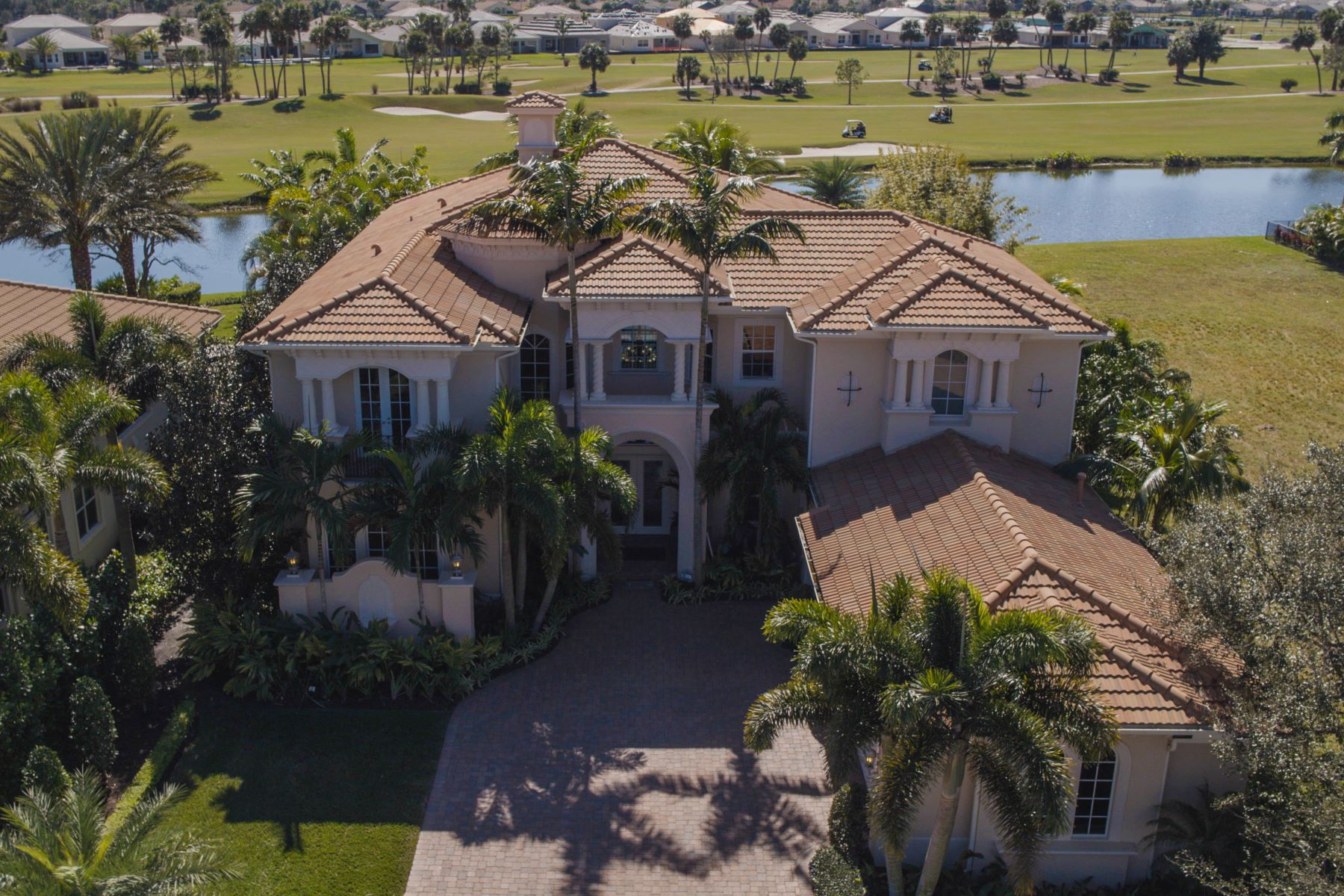 Villa per Vendita alle ore 126 Elena Court Jupiter Country Club, Jupiter, Florida, 33478 Stati Uniti