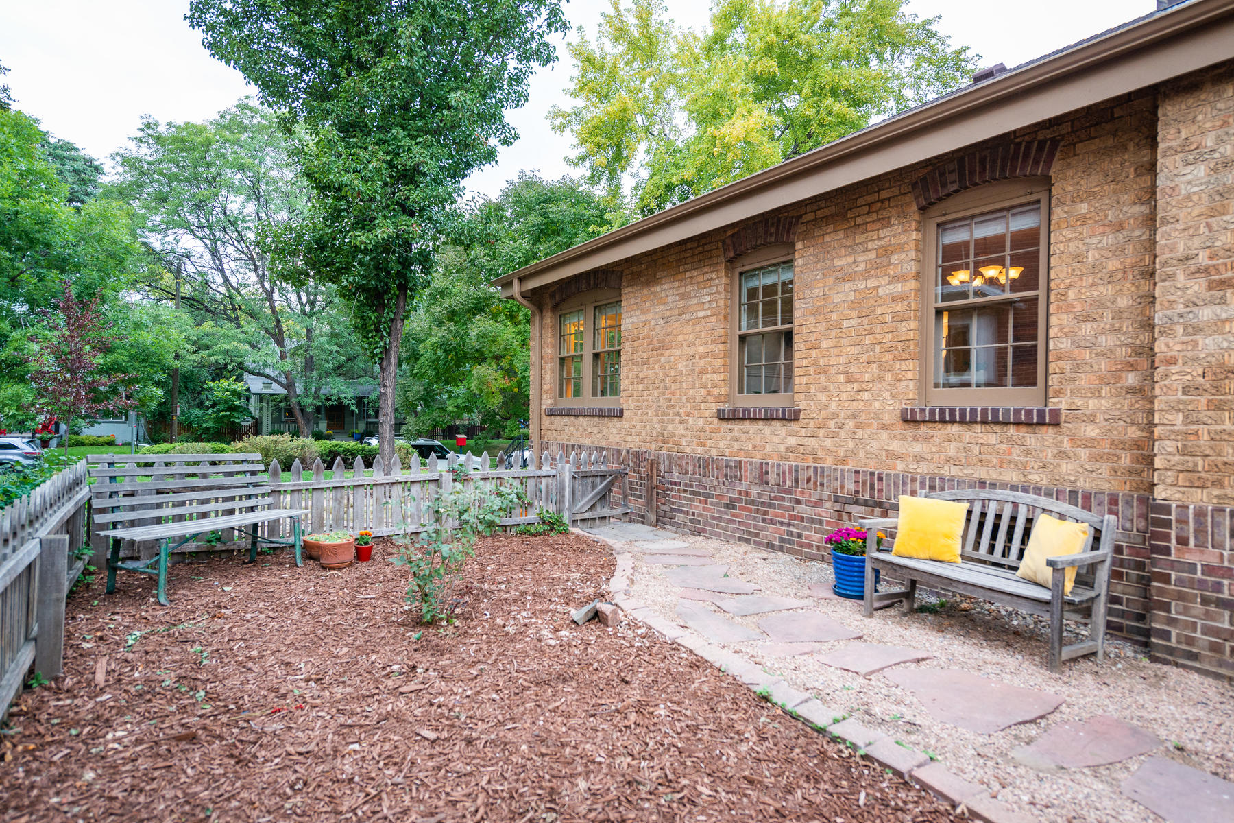 Additional photo for property listing at BIG WINDOWS, LARGE ROOMS & OPEN/SPACIOUS FLOORPLAN 2360 Dahlia St Denver, Colorado 80207 United States