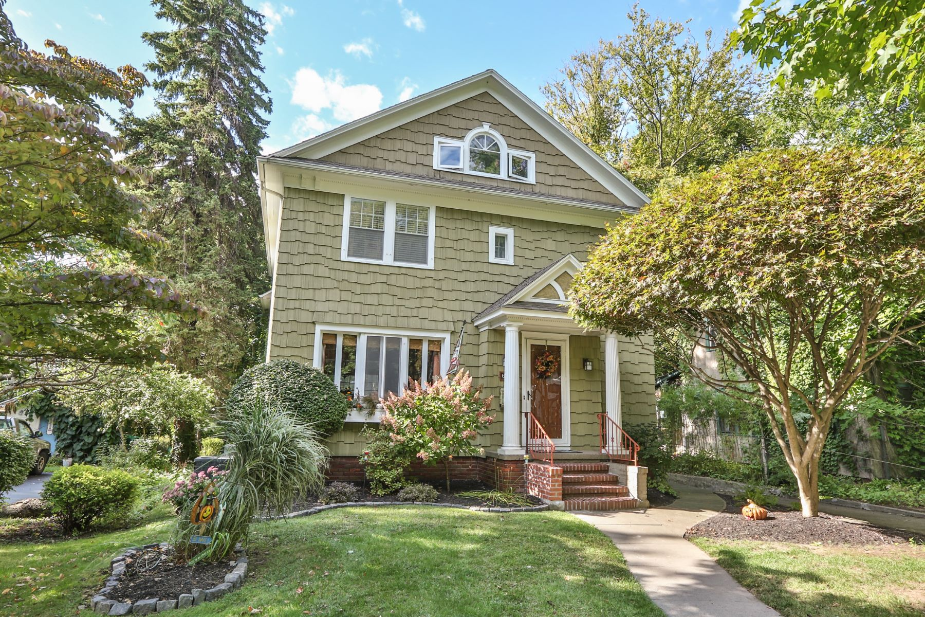 Single Family Homes for Sale at Modern Convenience Meets Old World Charm 607 Winona Boulevard Irondequoit, New York 14617 United States