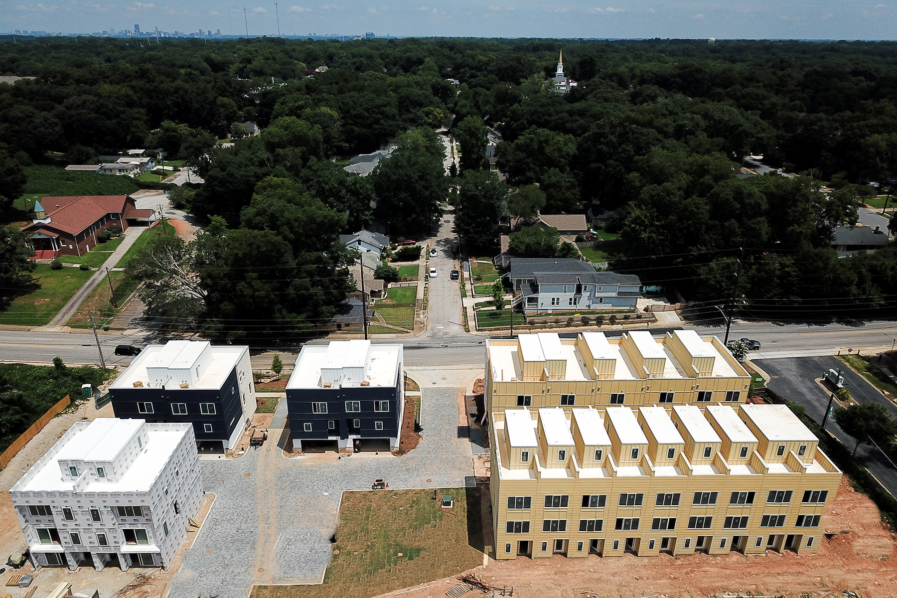 Additional photo for property listing at 62 Modern and Innovative Townhomes Featuring Rooftop Decks 2029 Memorial Drive #2 Atlanta, Georgia 30317 Estados Unidos