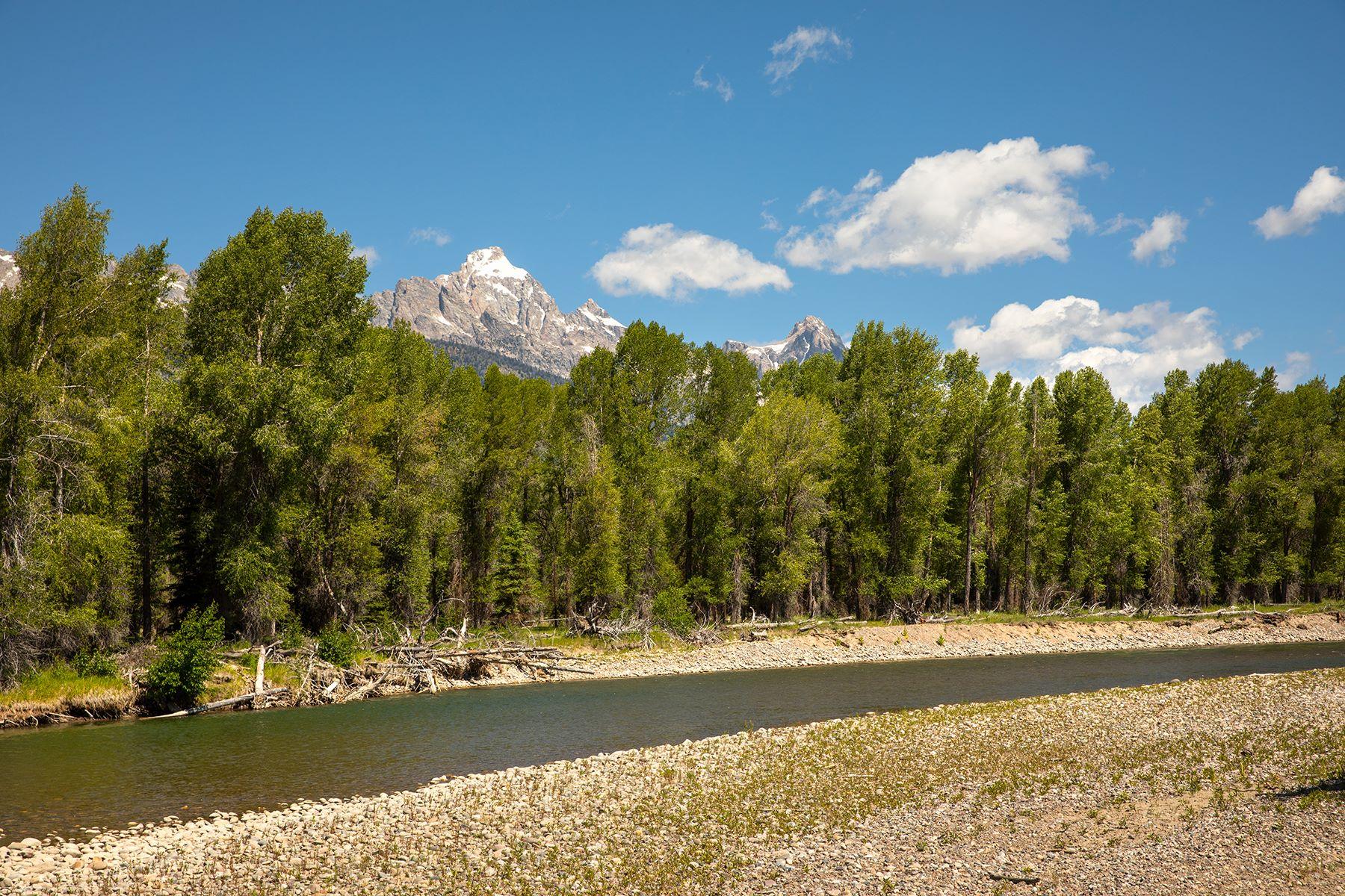 Terrain pour l Vente à 36 Acre Jewel On Snake River with Views 920 Middle Meadow Rd, Jackson, Wyoming 83001 États-Unis