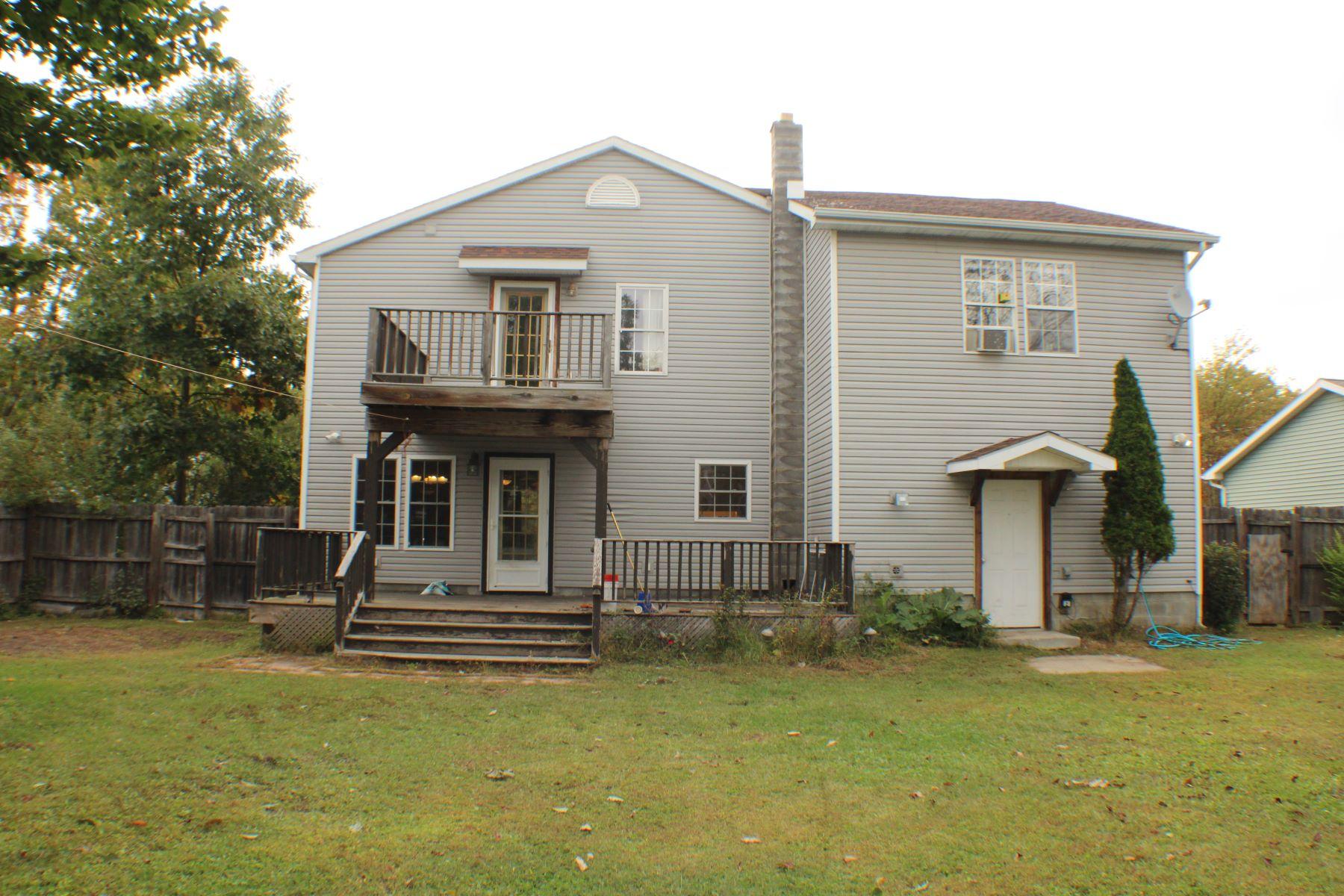 Single Family Homes für Verkauf beim Great Family Home in Hadley 97 2nd Av, Hadley, New York 12835 Vereinigte Staaten