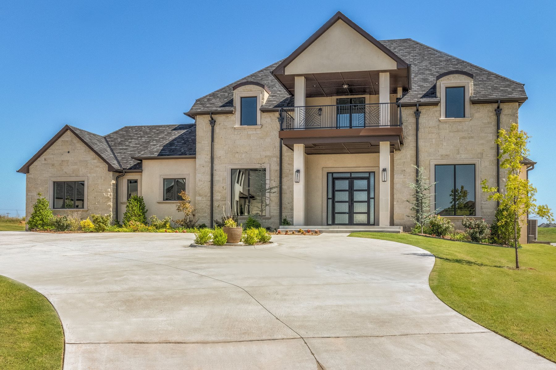 Single Family Homes for Sale at A League of Luxury in The Lakes of Rose Creek 17812 Blue Heron Court Edmond, Oklahoma 73012 United States