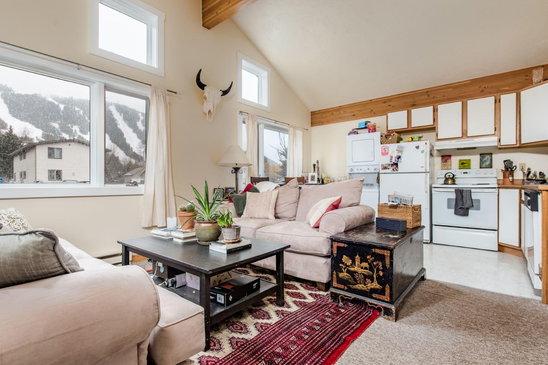 Частный односемейный дом для того Продажа на Multi-Family Town of Jackson 375 E Pearl Ave, Jackson, Вайоминг, 83001 Jackson Hole, Соединенные Штаты