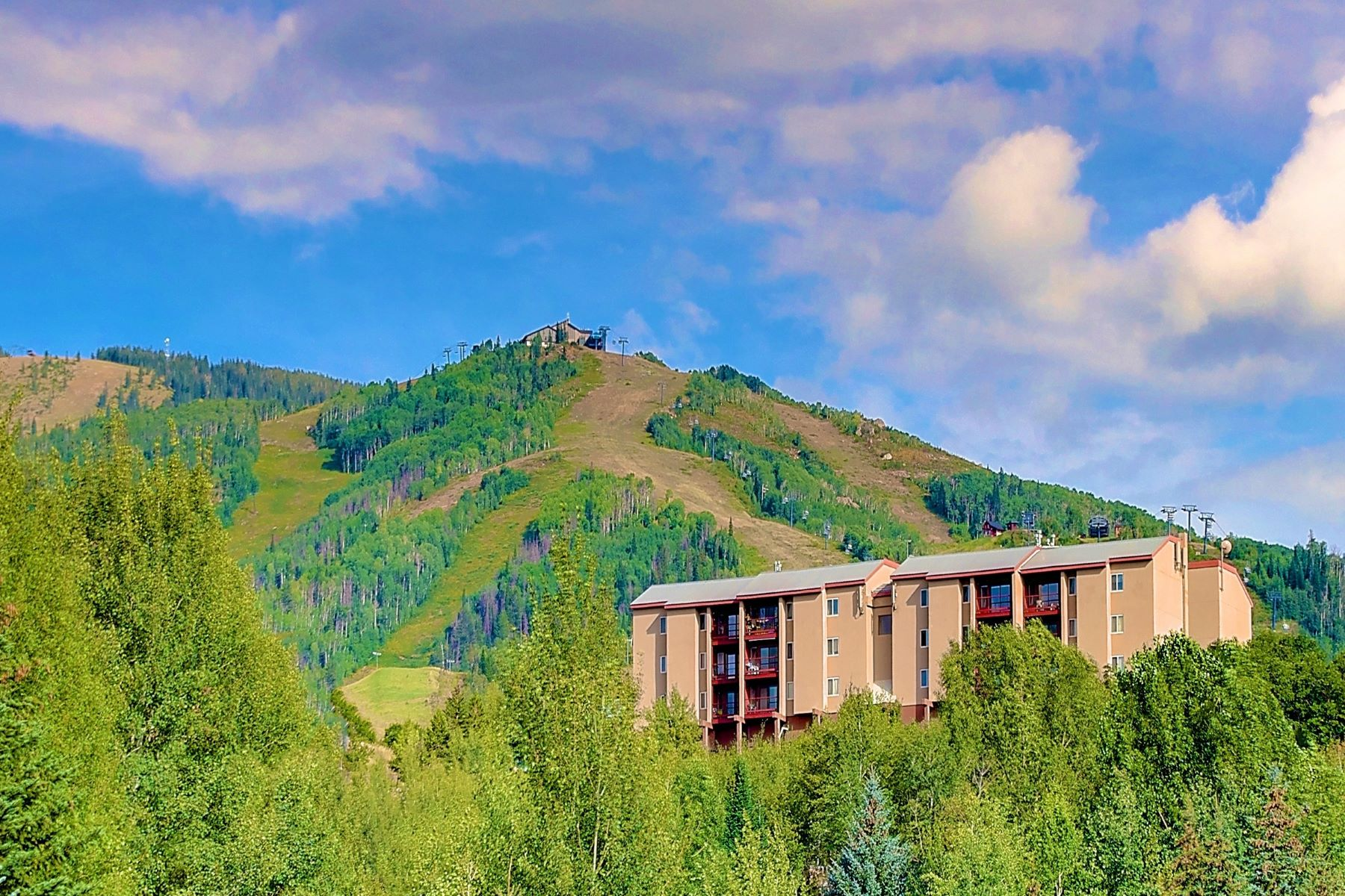 Casa Unifamiliar por un Venta en Panoramic Ski Area Views 1805 River Queen Lane #207 Steamboat Springs, Colorado 80487 Estados Unidos