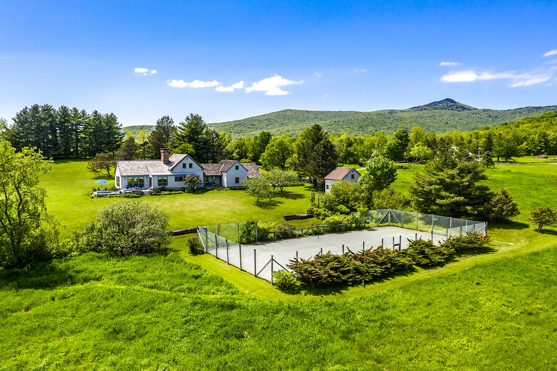 Single Family Homes for Sale at 21 Aldrich Road, Wilmington 21 Aldrich Rd Wilmington, Vermont 05363 United States