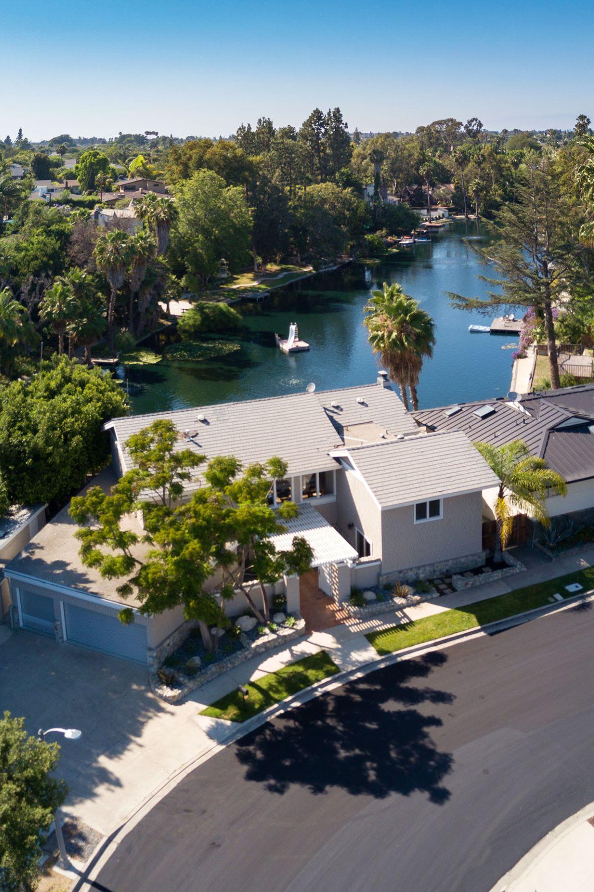 Частный односемейный дом для того Продажа на 2209 Heather Newport Beach, Калифорния, 92660 Соединенные Штаты