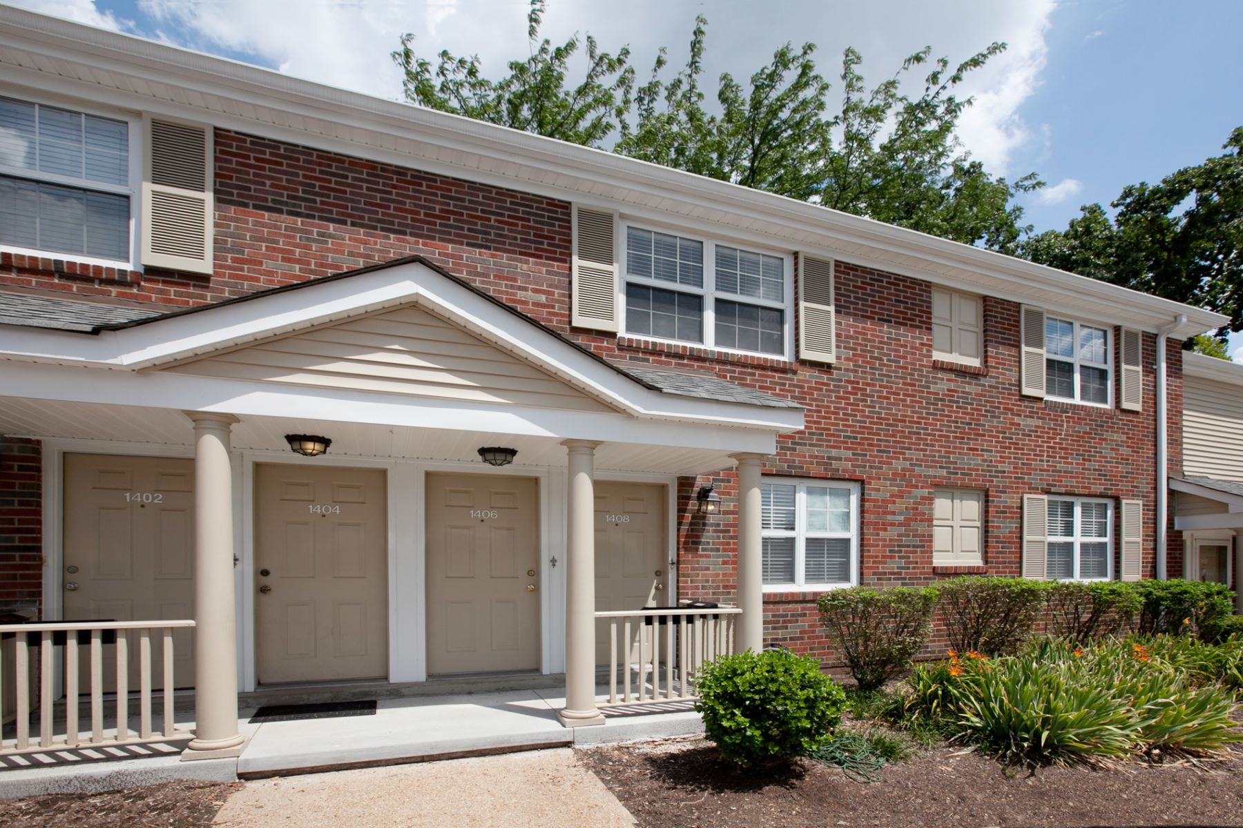 Condominium for Sale at Thrush Place 1406 Thrush Place Brentwood, Missouri 63144 United States