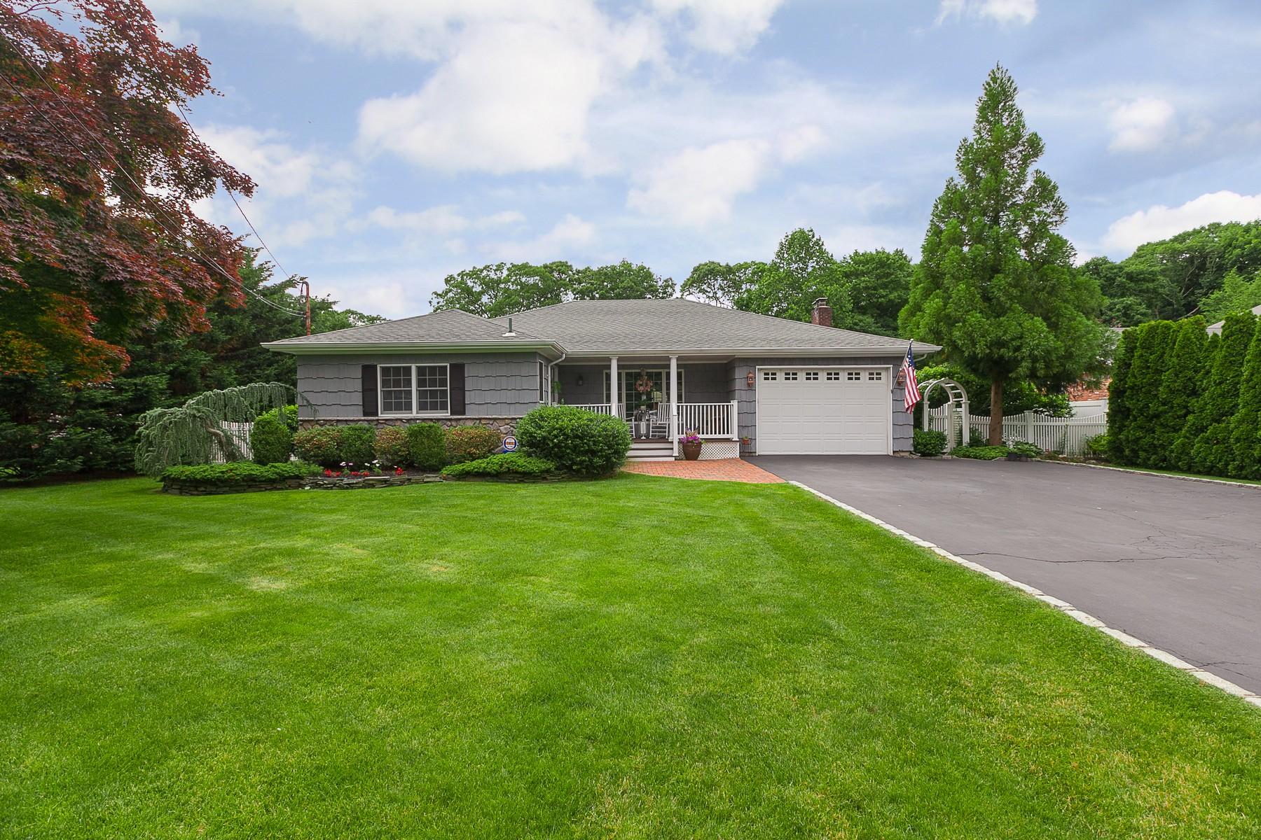 Single Family Homes 為 出售 在 St. James 114 Hobson Ave, St. James, 纽约 11780 美國