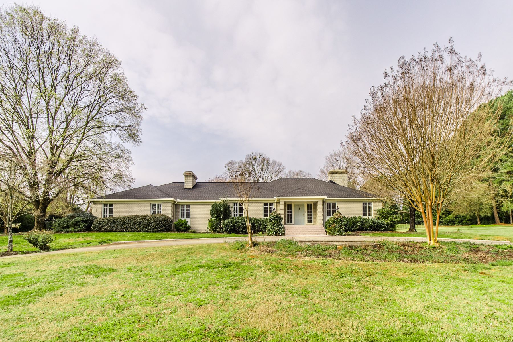 Single Family Homes for Sale at Fabulous One-story Living! 4 Parkins Lake Road Greenville, South Carolina 29607 United States