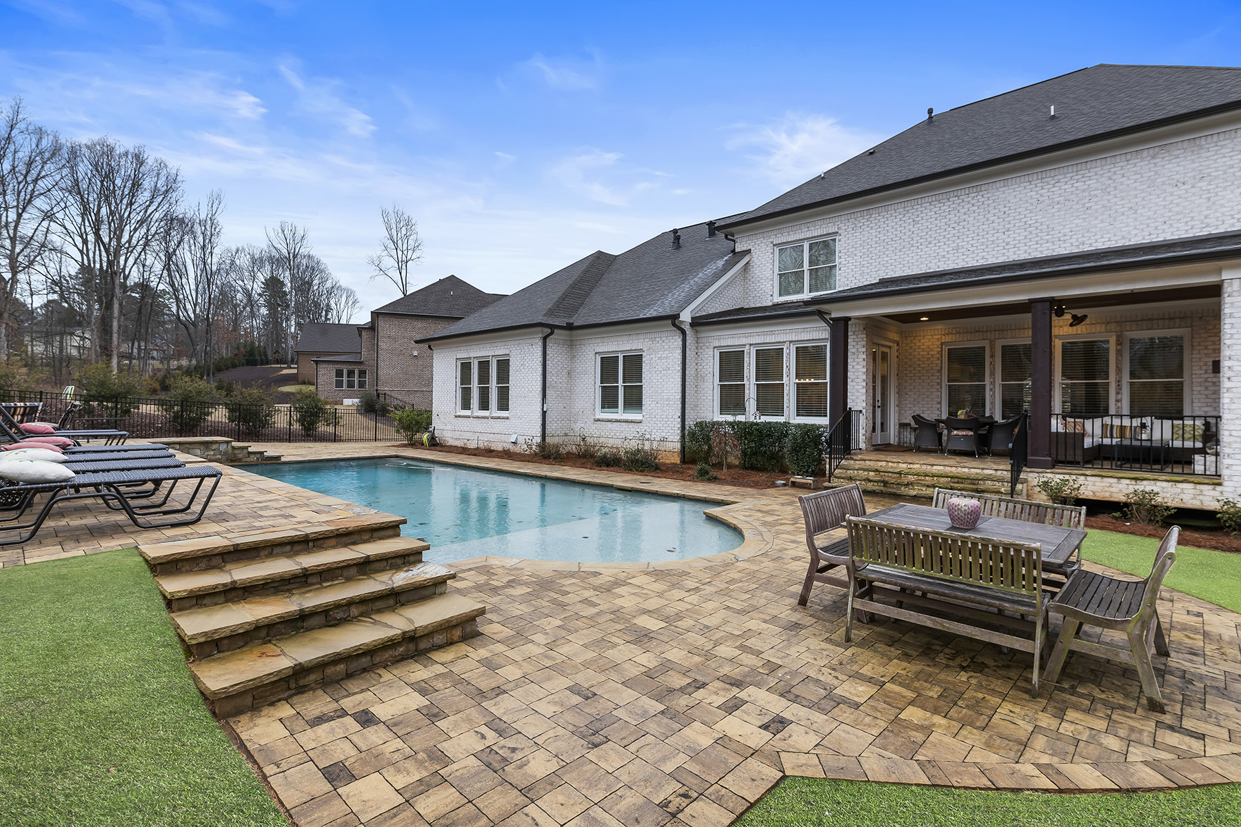 Additional photo for property listing at Exquisite Custom Home - Gated Community - Sought-after Buford Schools 4337 Alba Lane, Buford, Georgia 30519 Stati Uniti