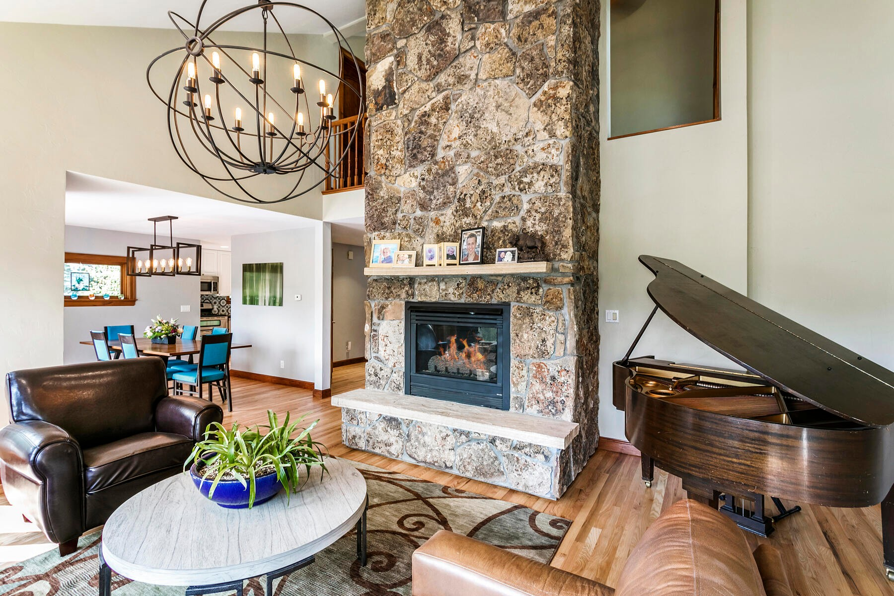 Single Family Homes pour l Vente à Beautifully Updated in Central Homestead 104 Castle Peak Lane, Edwards, Colorado 81632 États-Unis