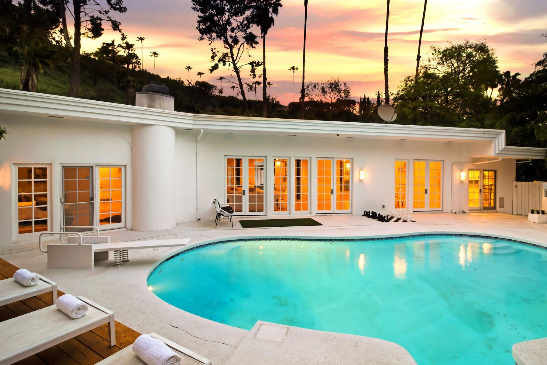 Single Family Homes for Active at 15536 High Knoll Road Encino, California 91436 United States