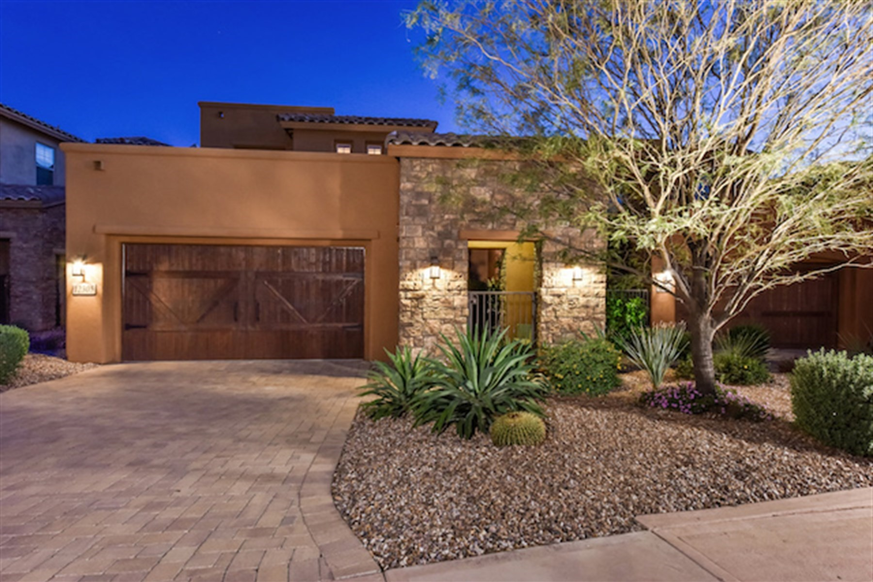 Casa Unifamiliar por un Venta en A truly beautiful Dick Lloyd semi-custom home 12305 E North Ln Scottsdale, Arizona, 85259 Estados Unidos
