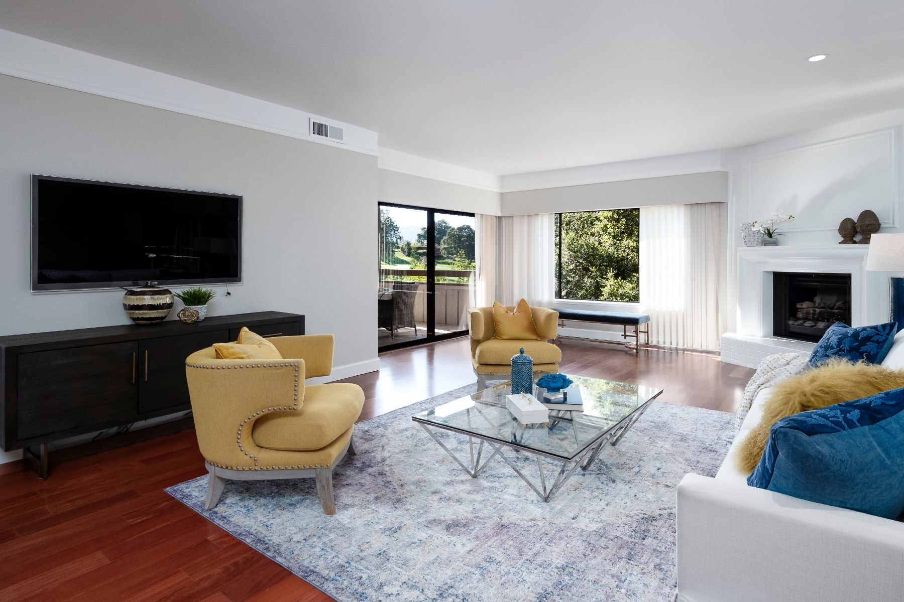 Condominiums for Active at Sophisticated Condo in Gated Golf Community 1280 Sharon Park Drive #27 Menlo Park, California 94025 United States