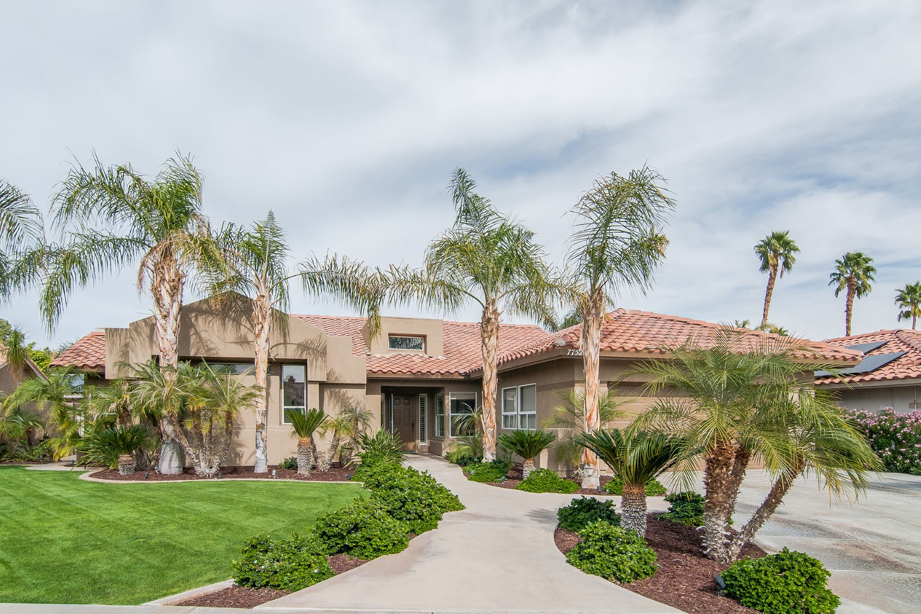 Maison unifamiliale pour l à vendre à 77526 Malone Cir Palm Desert, Californie, 92211 États-Unis