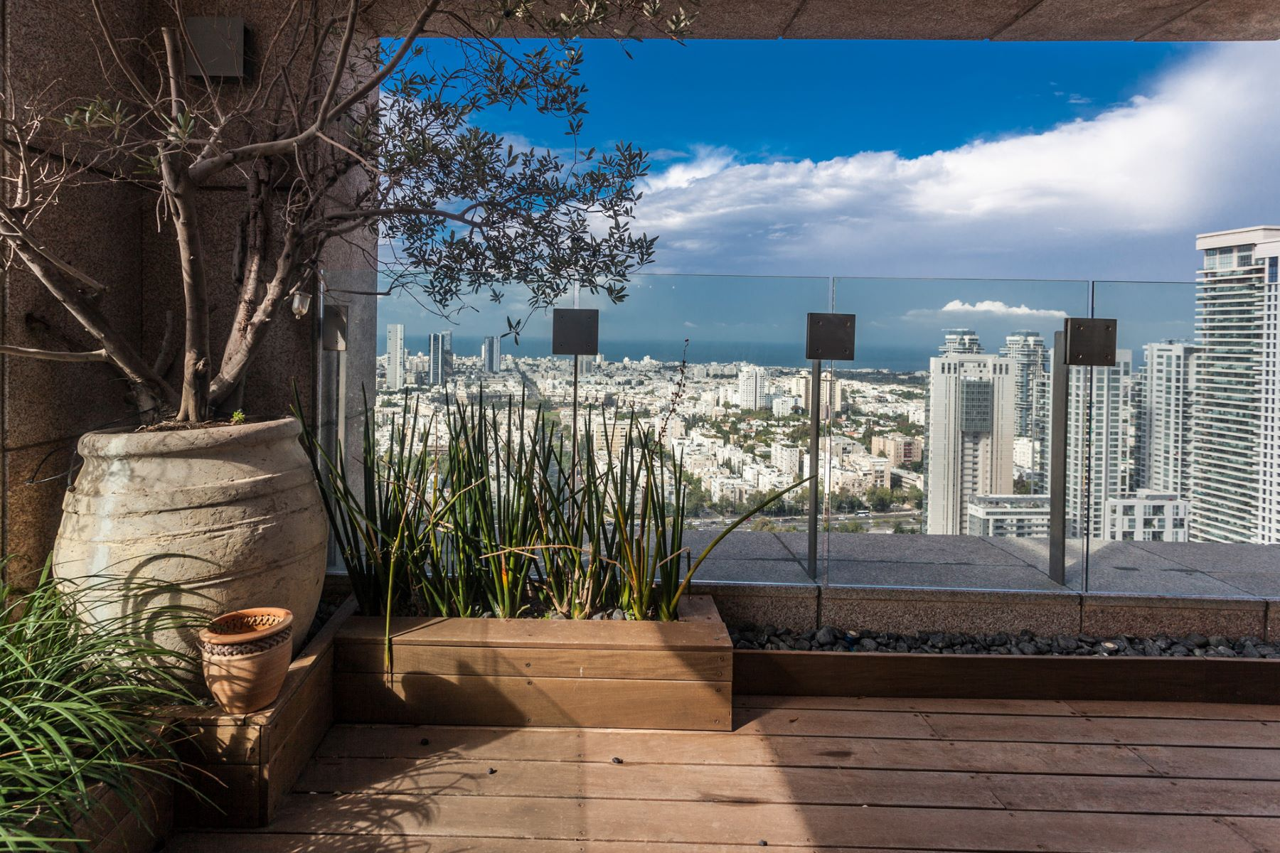 شقة للـ Sale في Elegant Duplex Penthouse with open Views of Tel Aviv and the Sea Ramat Gan, Israel