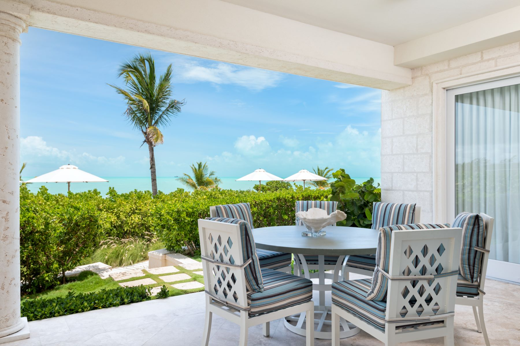 Additional photo for property listing at The Shore Club ~ Suite 1101.02.03 Beachfront 长湾, 普罗维登夏 TCI 特克斯和凯科斯群岛