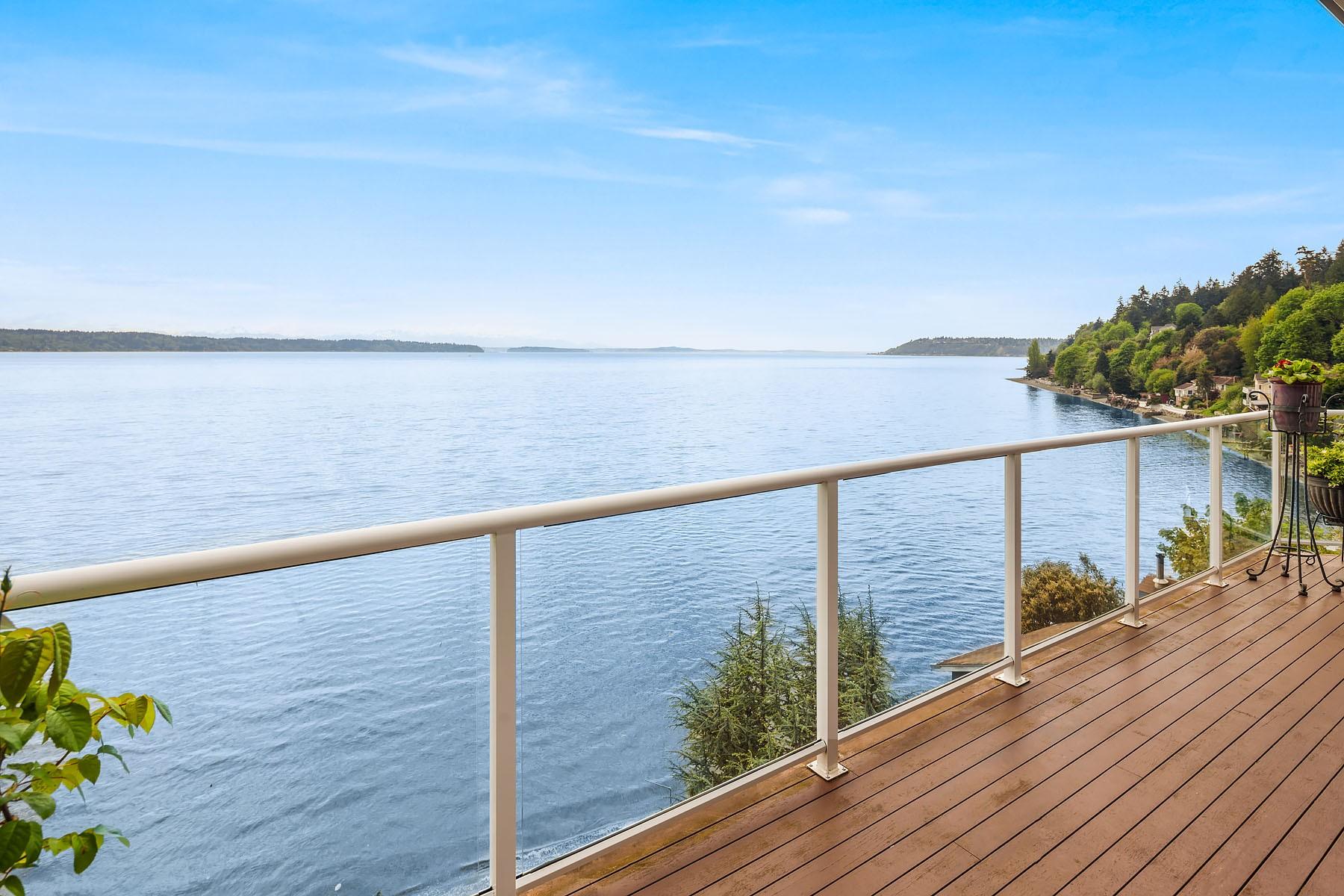 Casa Unifamiliar por un Venta en The Lookout at Three Point - Beautiful Waterfront NW Contemporary 16031 Maplewild Ave SW Burien, Washington 98166 Estados Unidos