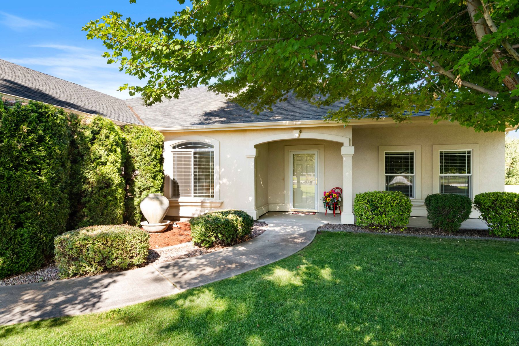 Single Family Homes por un Venta en Home- Shop on 1.20 Acres 1409 Road 62 Pasco, Washington 99301 Estados Unidos
