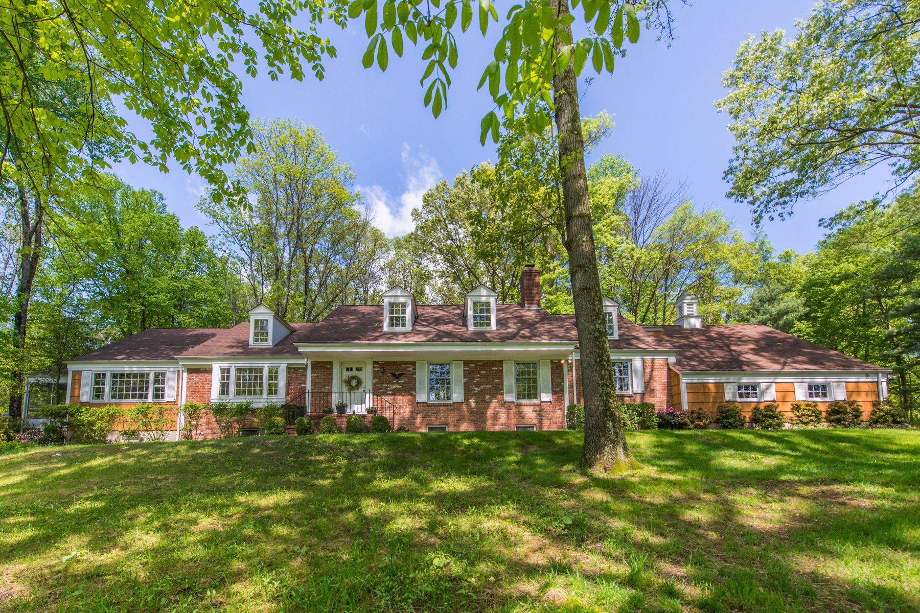 Single Family Homes for Sale at Spacious Colonial 54 Post House Road Harding Township, New Jersey 07976 United States