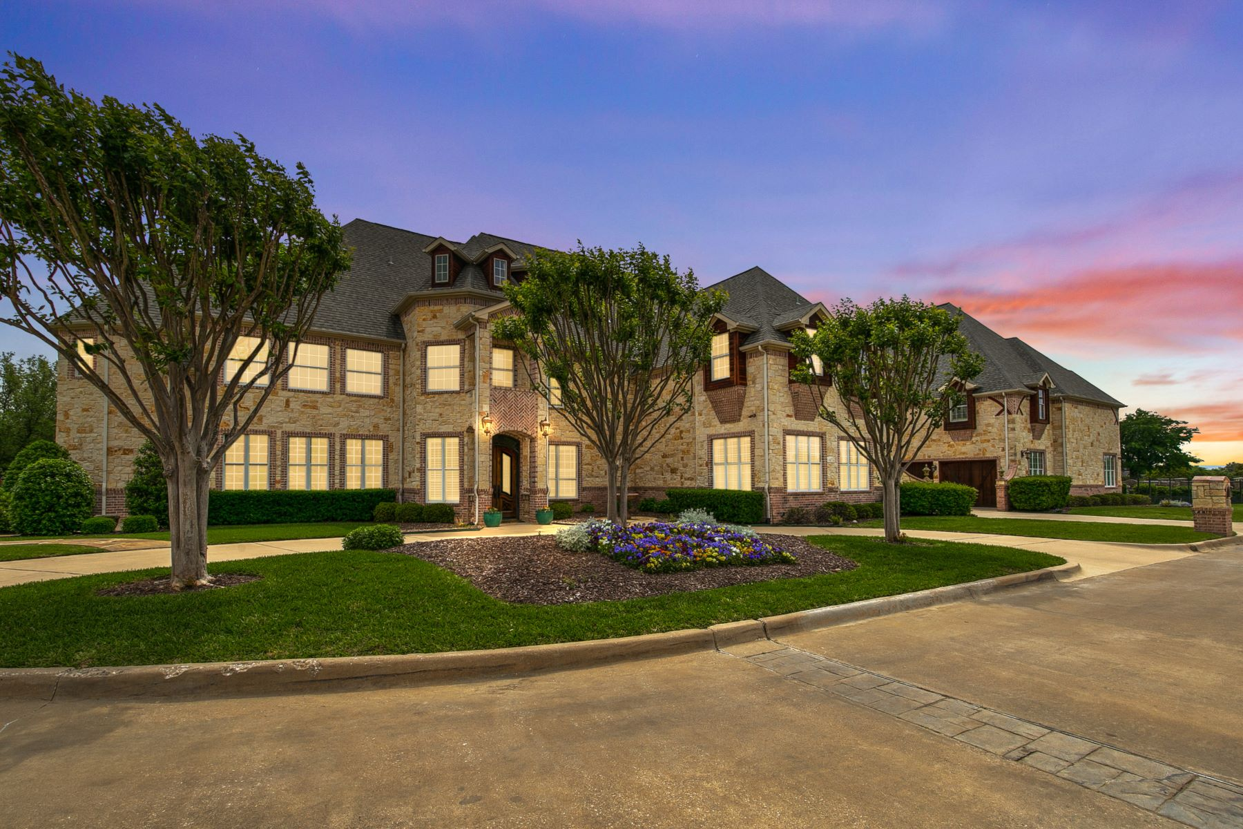 Single Family Homes for Sale at One Acre Estate in the Heart of Southlake 210 E Continental Boulevard Southlake, Texas 76092 United States