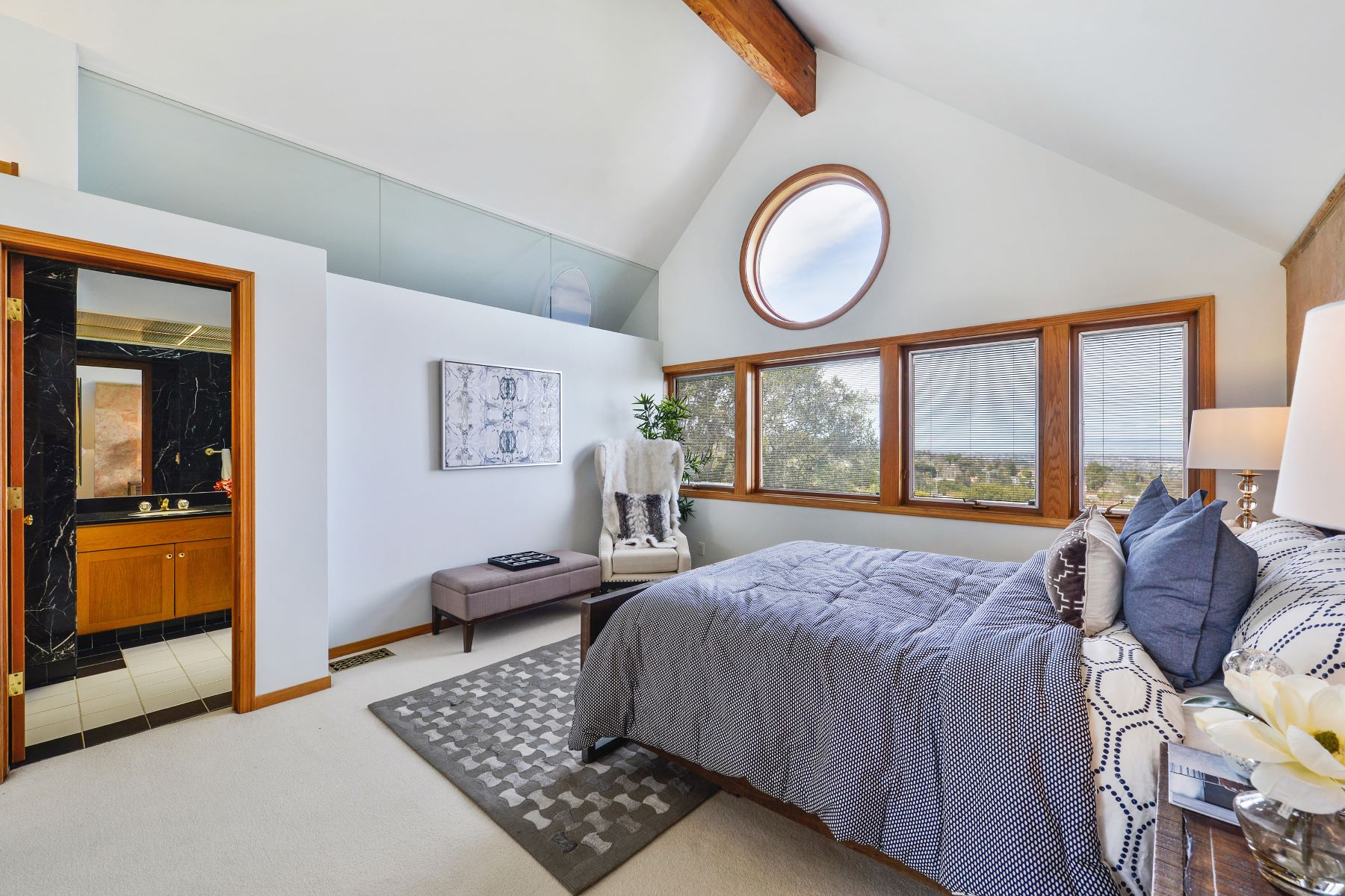 Additional photo for property listing at Contemporary Flair in Emerald Hills with Panoramic Bay Views 727 Hillcrest Way Emerald Hills, California 94062 United States