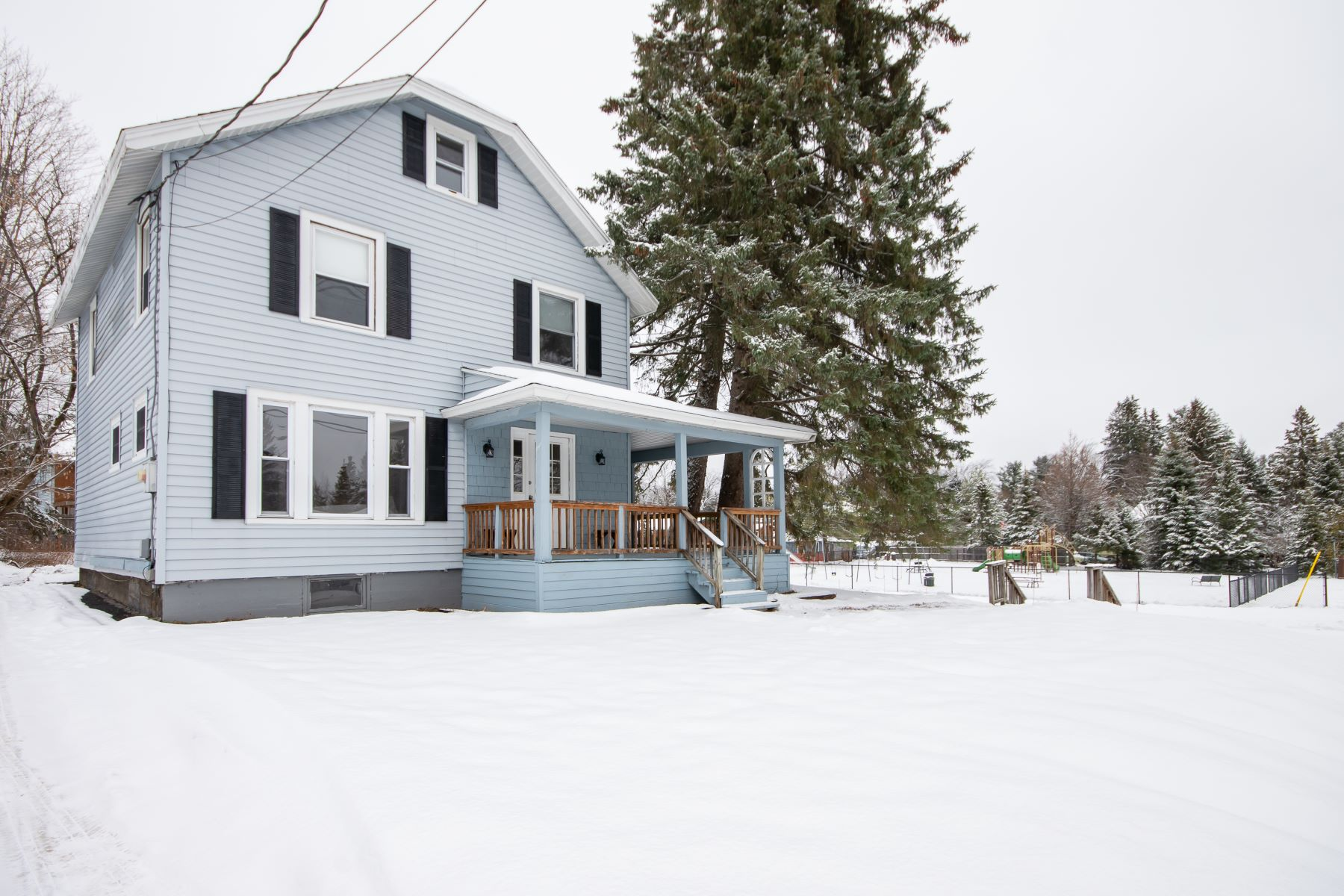 Single Family Homes for Active at 93 Newman Road Lake Placid, New York 12946 United States