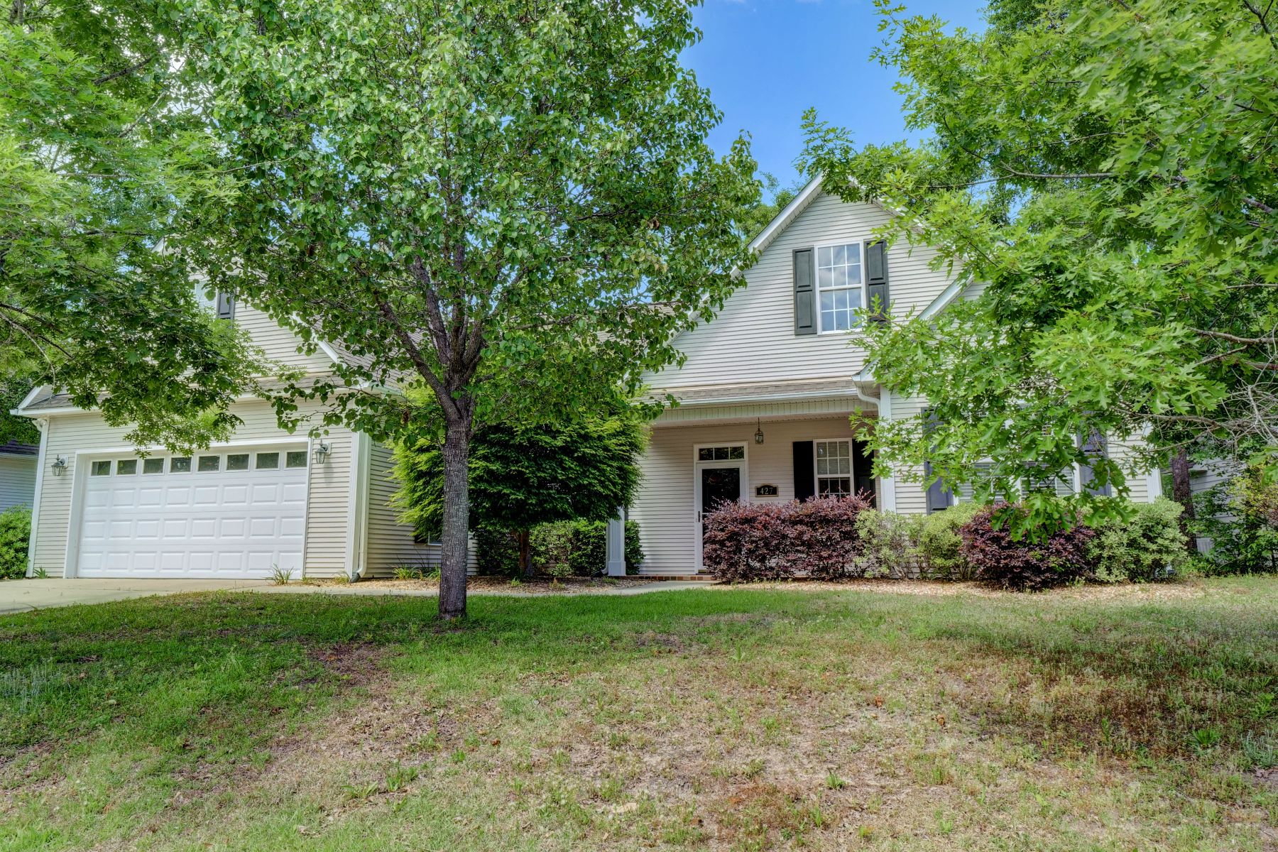 Single Family Home for Active at Updated Spacious Family Home near Wilmington 427 N Belvedere Drive Hampstead, North Carolina 28443 United States