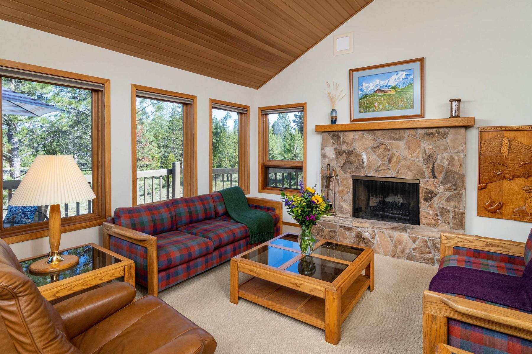 Single Family Homes pour l Vente à 17900-1 Dogleg Lane Sunriver, OR Sunriver, Oregon 97707 États-Unis