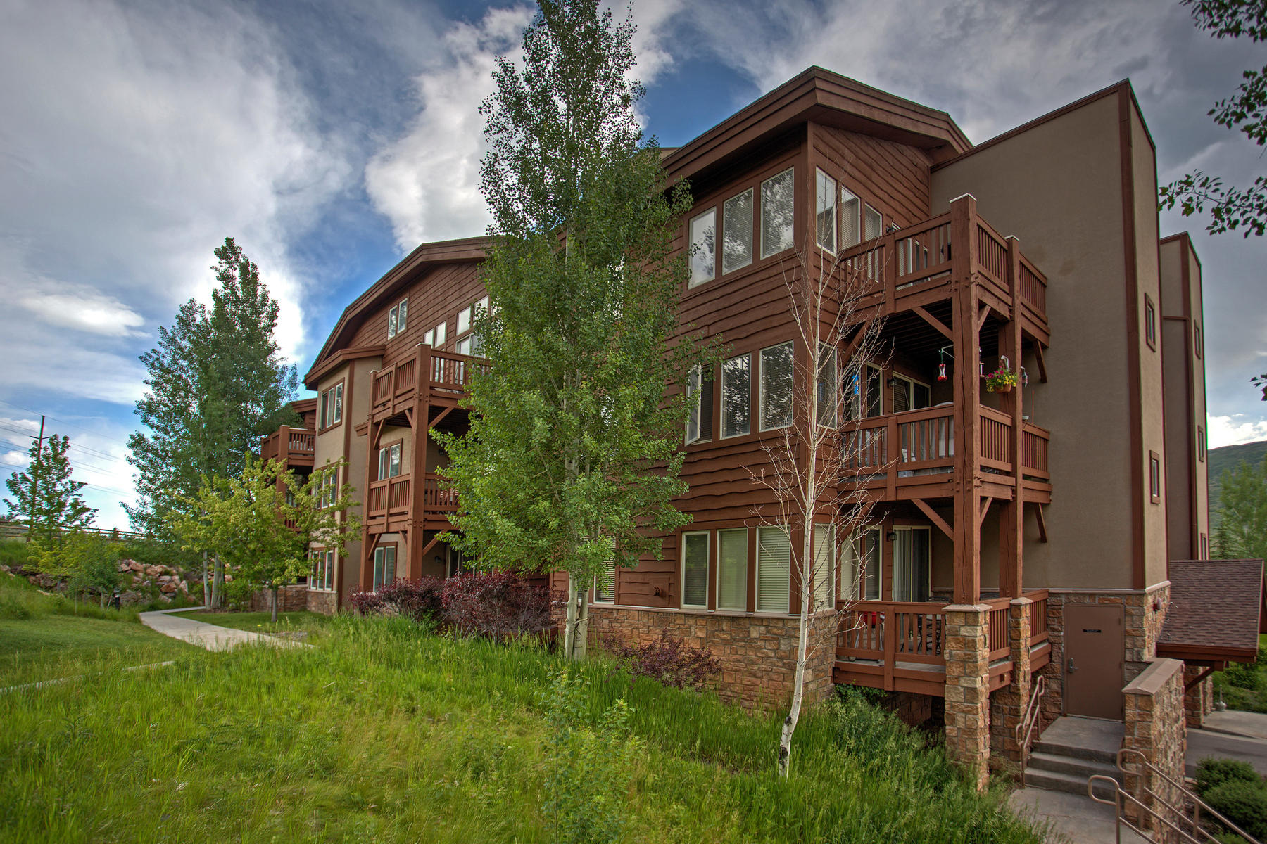 Copropriété pour l Vente à 1 Bed/2 Bath Condo with Views & Garage 6677 N 2200 West C-206 Park City, Utah, 84098 États-Unis