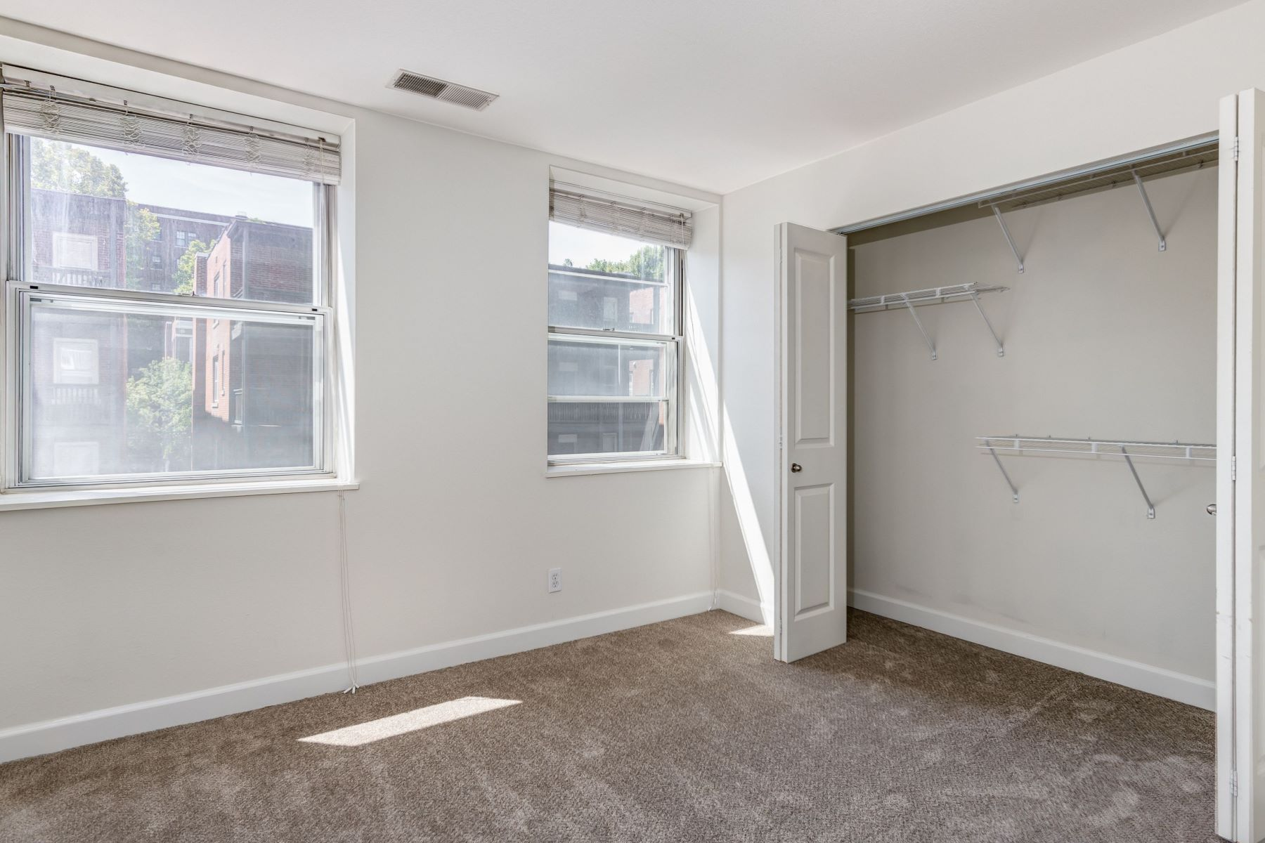 Additional photo for property listing at Peaceful City Living on Pershing Avenue 5330 Pershing Avenue #205 St. Louis, Missouri 63112 United States