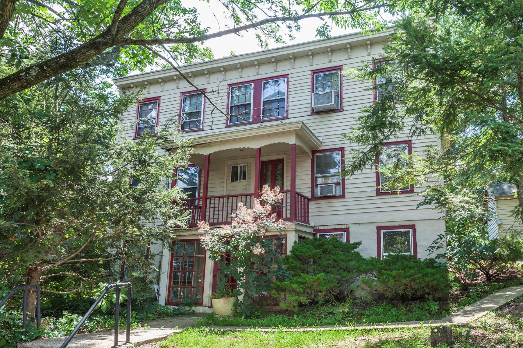 Maison multifamiliale pour l Vente à Be A Landlord - Hopewell Boro 65-67 West Broad Street Hopewell, New Jersey, 08525 États-Unis