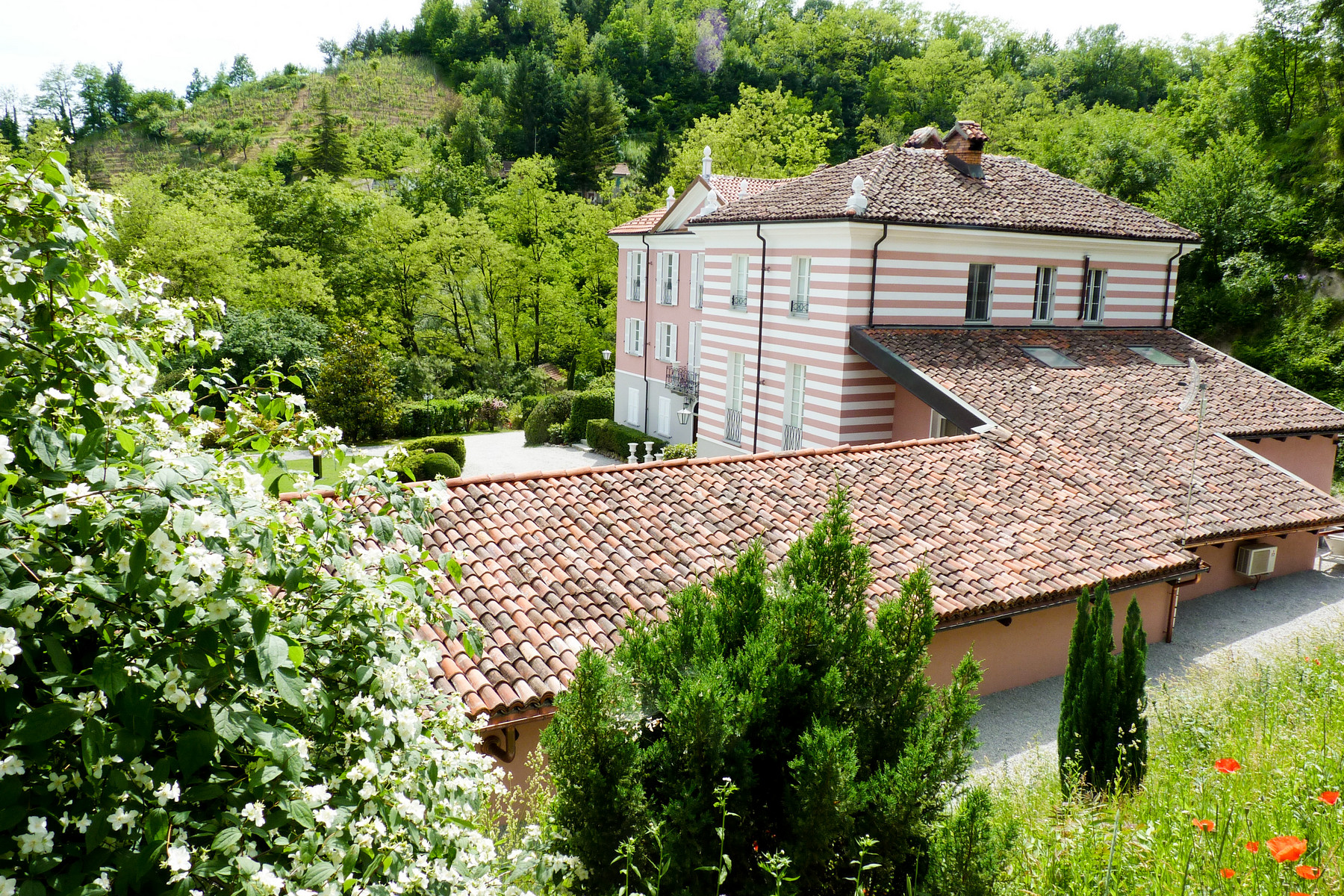 Additional photo for property listing at Incomparable property on a Piedmont hills Strada dei Botti Acqui Terme, Alessandria 15011 Italien