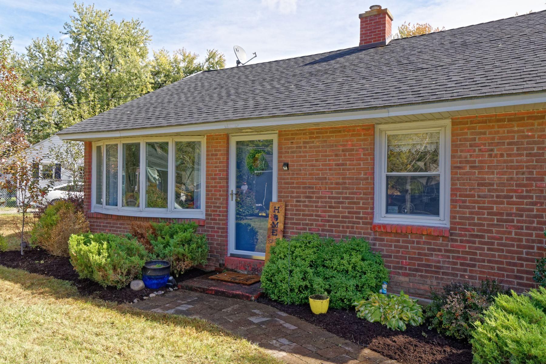 Single Family Homes 為 出售 在 Simplicity 8 Elm Ct, Wynantskill, 纽约 12198 美國