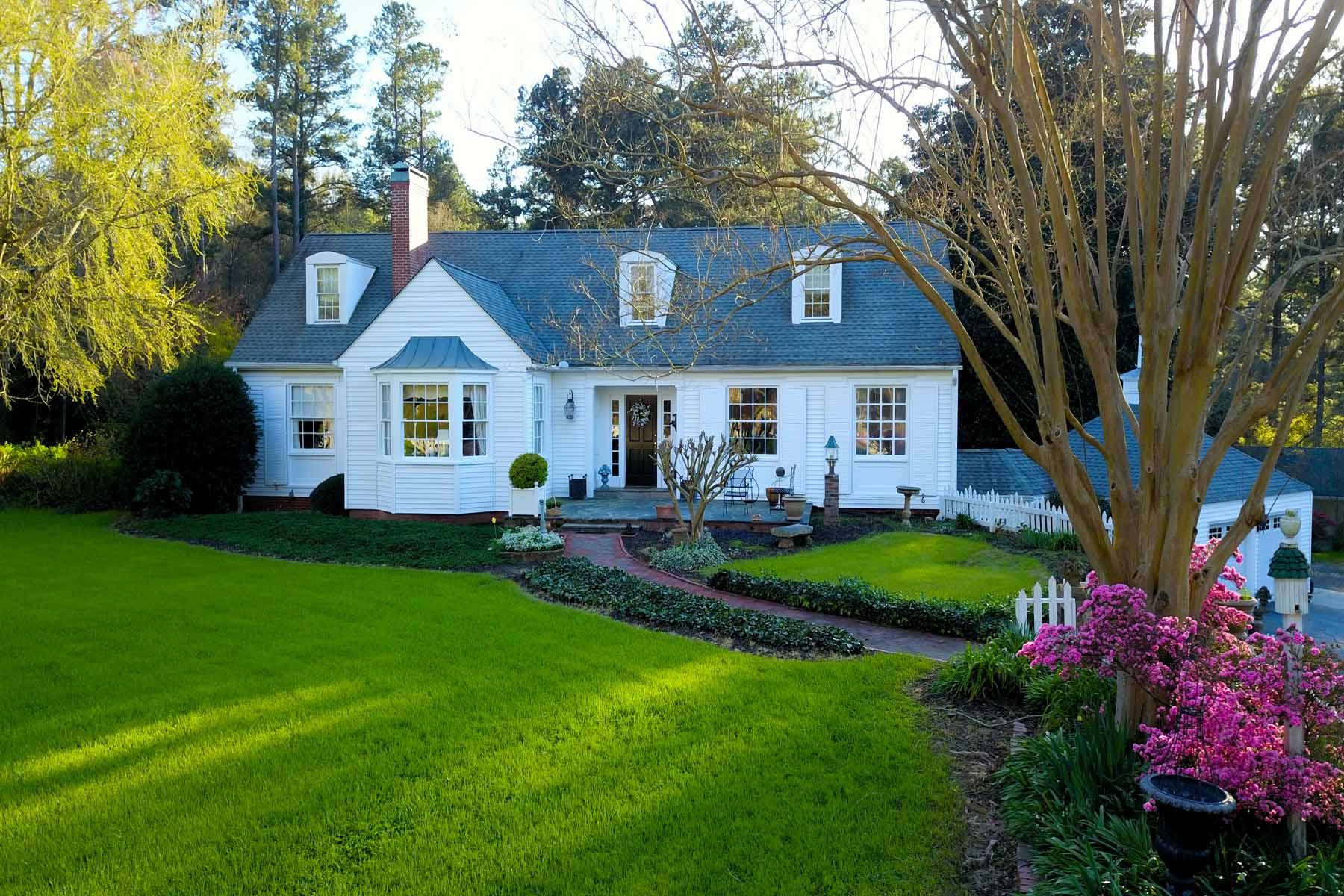 Single Family Home for Sale at Iconic White Picket Fence Estate With Guest House and Workshop 340 Roscoe Road Newnan, Georgia 30263 United States