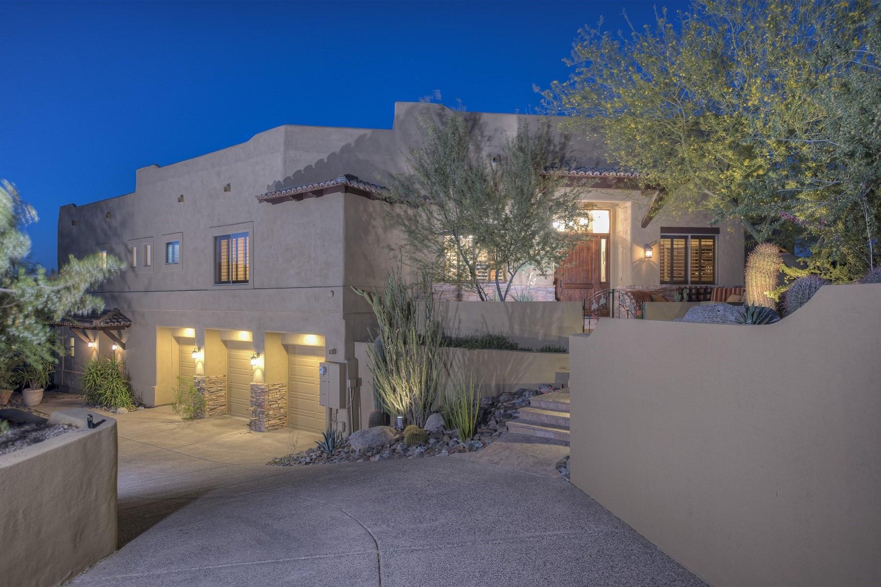 Maison unifamiliale pour l Vente à Fabulous custom home in the coveted Overlook Estates with spectacular views 13825 N 16th Way Phoenix, Arizona, 85022 États-Unis