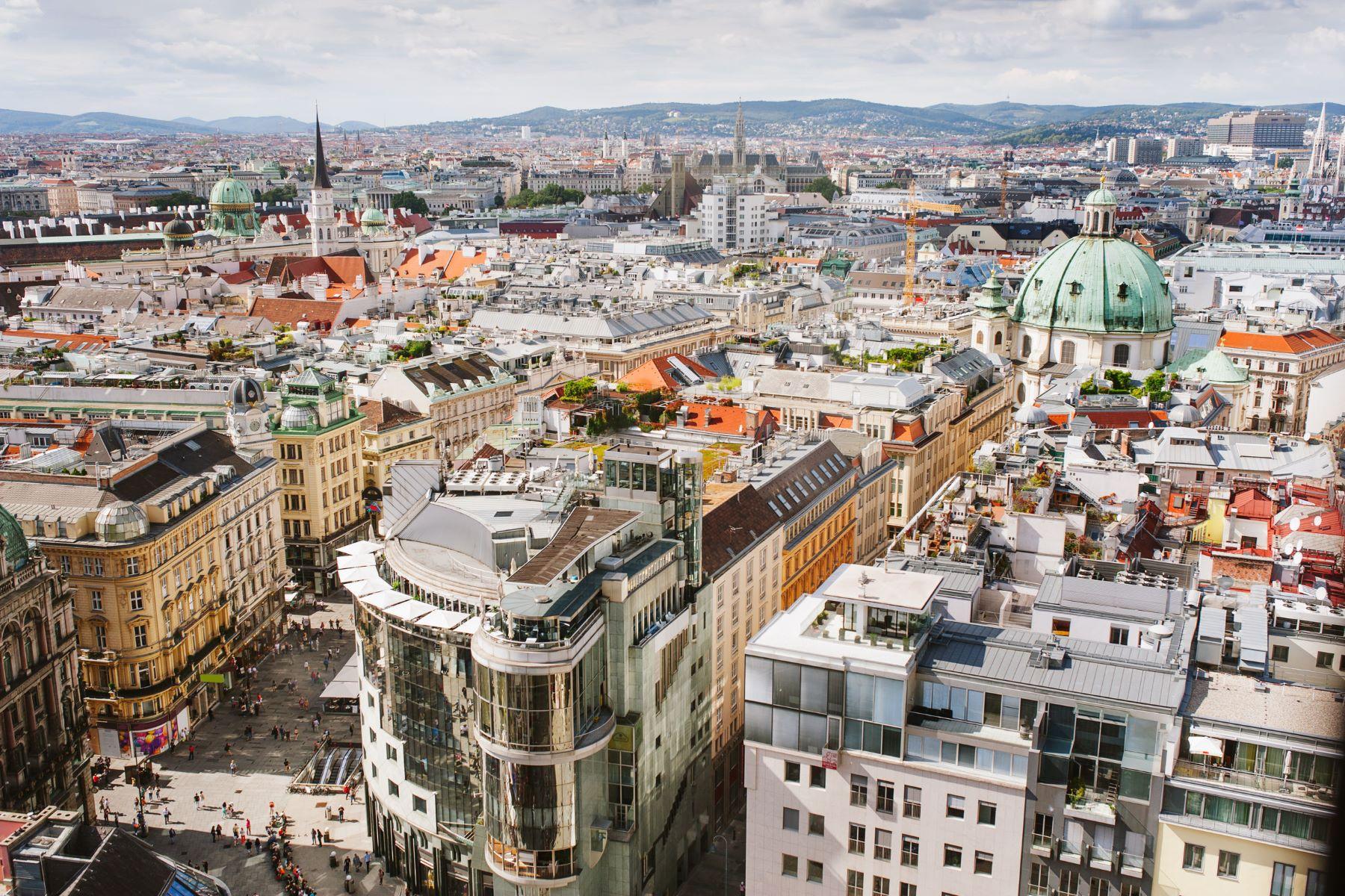 Appartement pour l Vente à OUTSTANDING 6 BED APARTMENT Vienna, Vienna, 1010 Austria