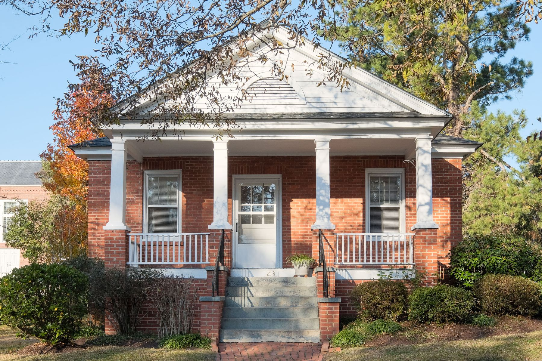 Single Family Home for Sale at DOWNTOWN BRICK BUNGALOW 213 E Queen St Edenton, North Carolina 27932 United States