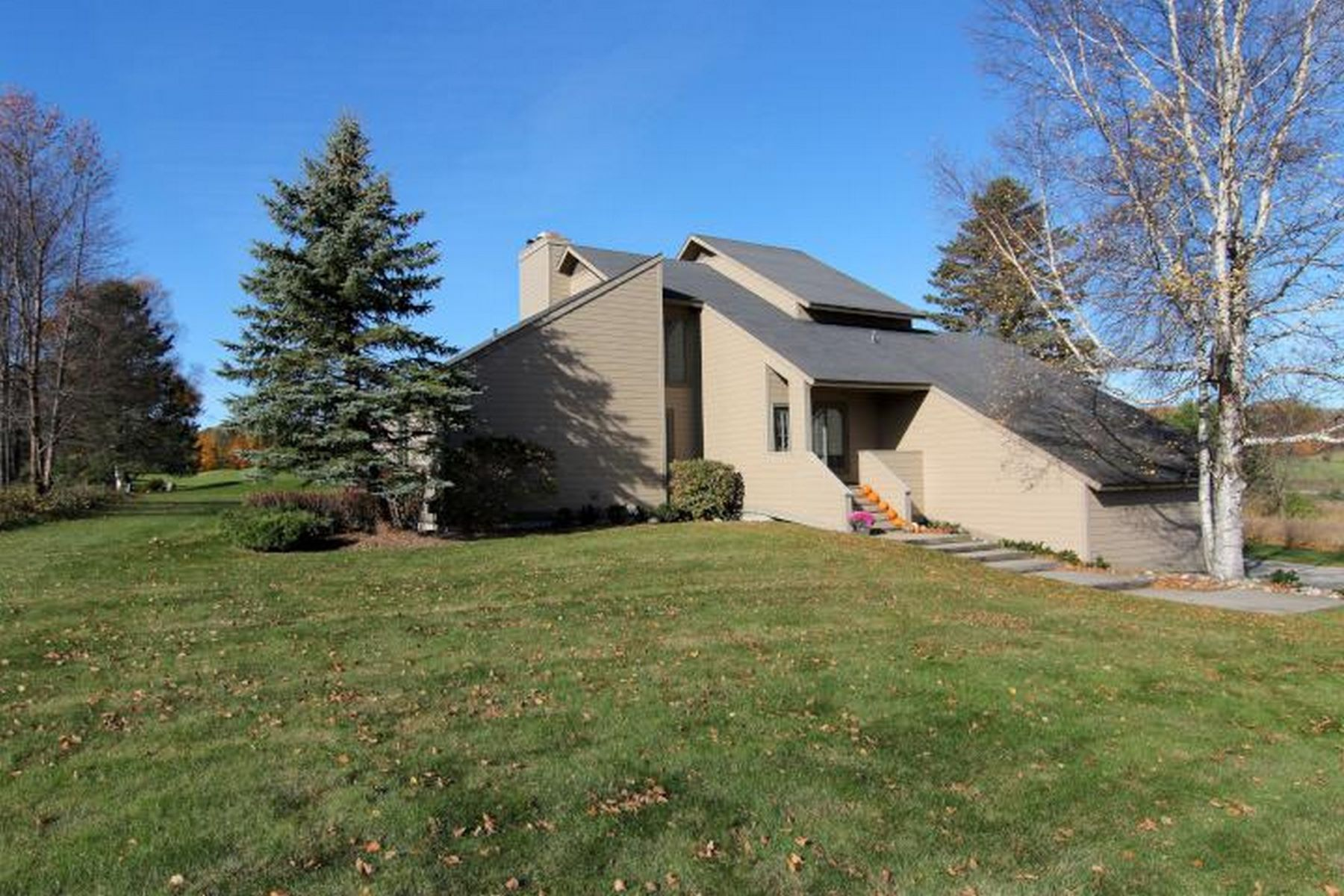 Casa Unifamiliar por un Venta en 2893 Greenbriar Harbor Springs, Michigan, 49740 Estados Unidos