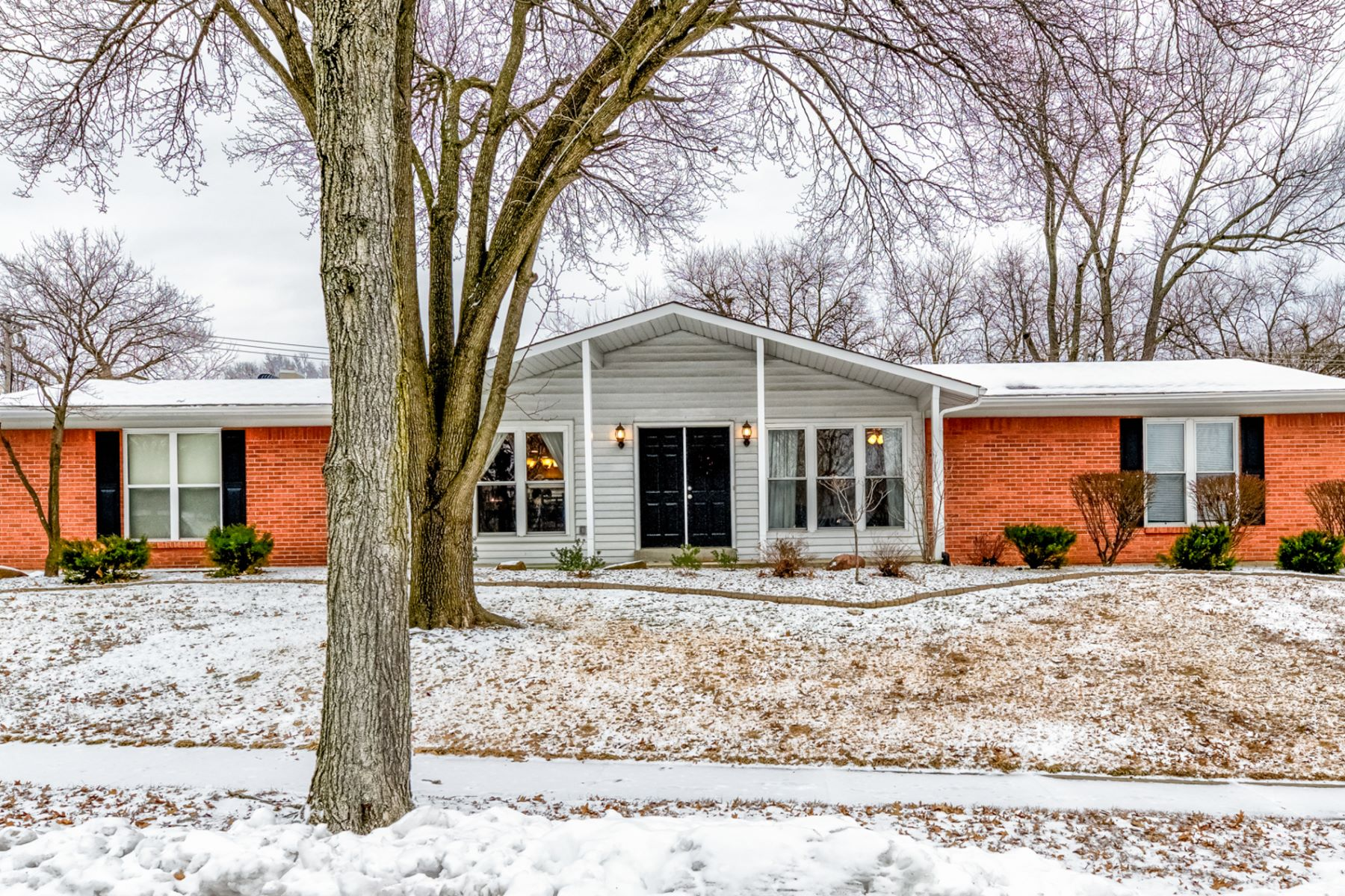 Single Family Home for Sale at Fernway Lane 972 Fernway Lane Creve Coeur, Missouri 63141 United States