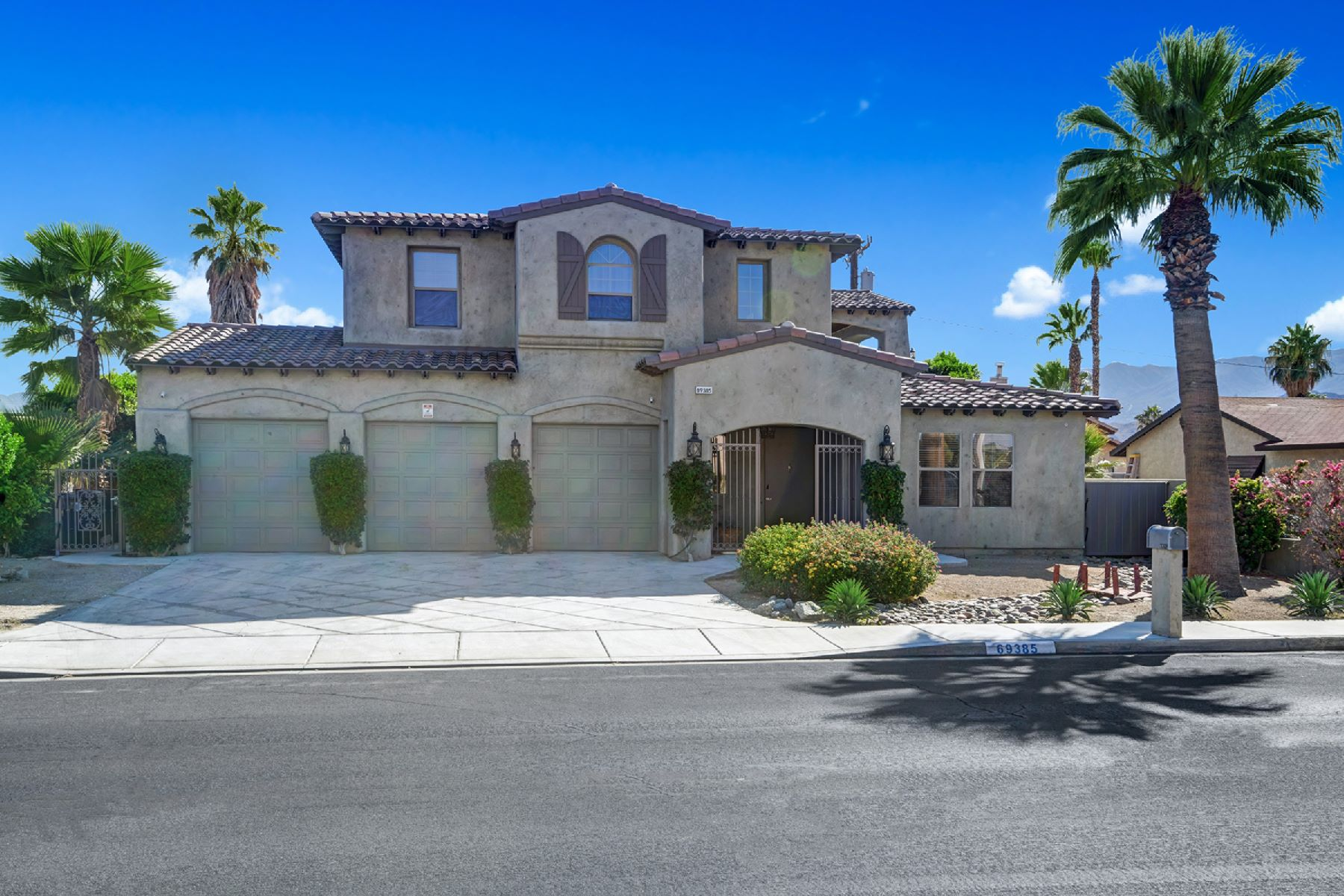 Single Family Homes for Sale at 69385 Mccallum Way Cathedral City, California 92234 United States