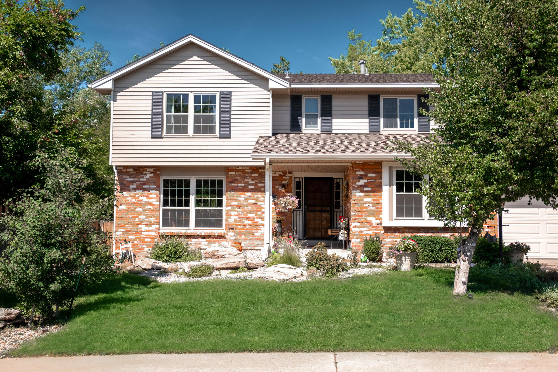 Single Family Homes por un Venta en Never been on the market before, this home has been loved and cared for 7969 S Monaco Ct, Centennial, Colorado 80112 Estados Unidos