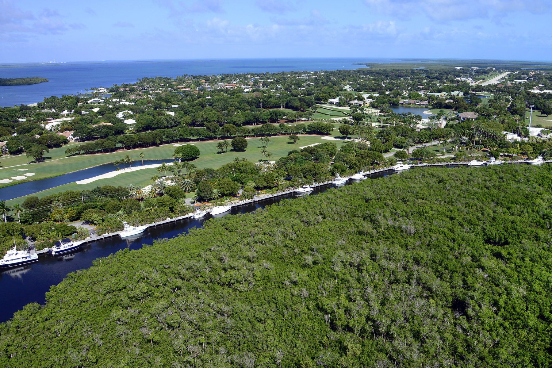 Additional photo for property listing at Prime Dockage Location at Ocean Reef 11 Gate House Road, Dock AS-11 Key Largo, Florida 33037 Estados Unidos